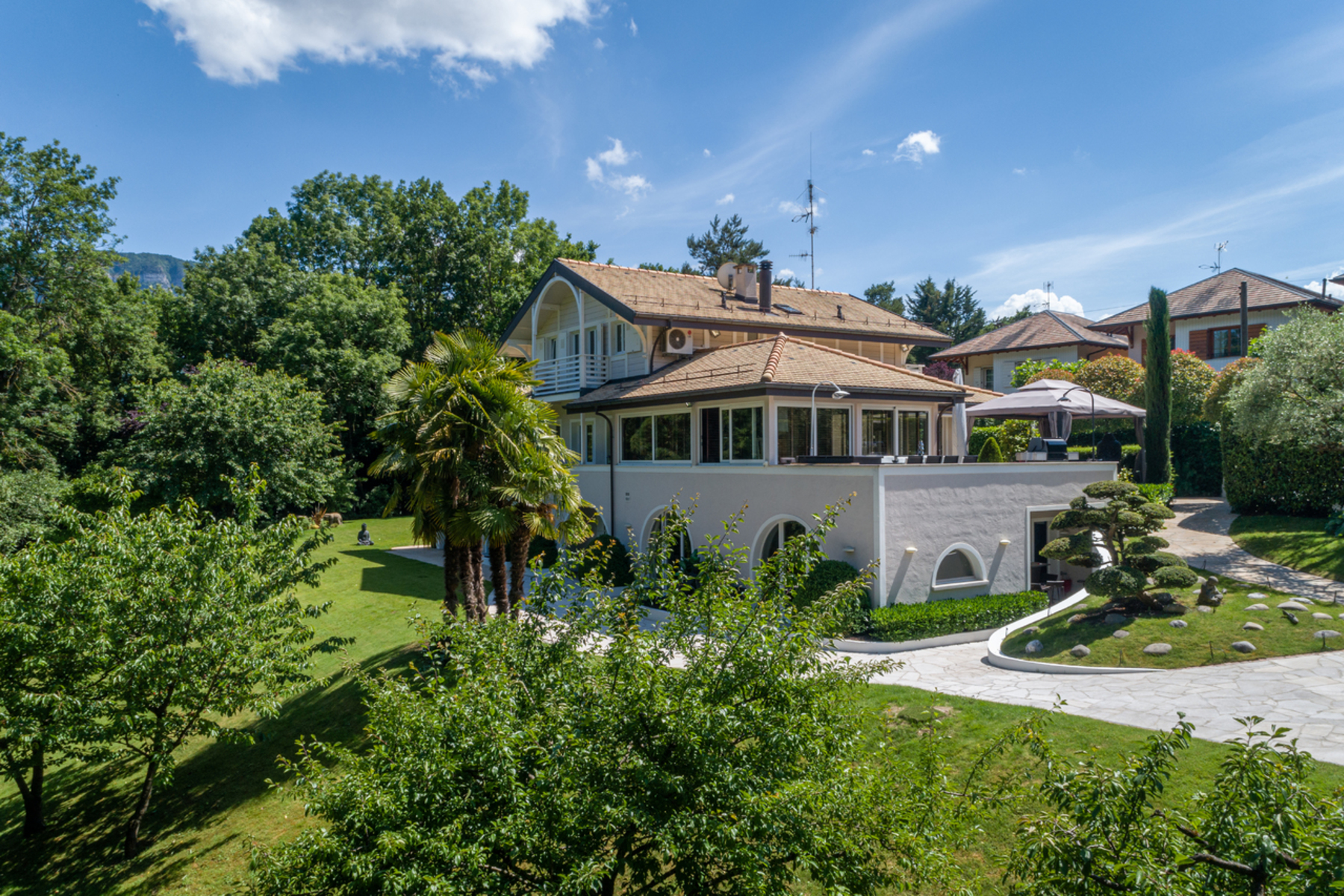 Property for Sale at Spacious villa in a green setting Lancy Other Geneve, Geneva 1212 Switzerland