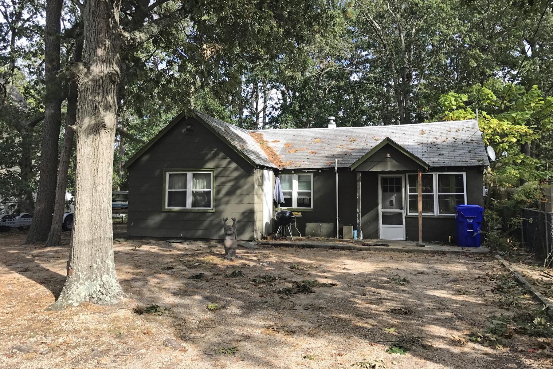 Single Family Homes für Verkauf beim Located On Large Lot On Dead End Street 15 N Raleigh Rd, Brick, New Jersey 08723 Vereinigte Staaten