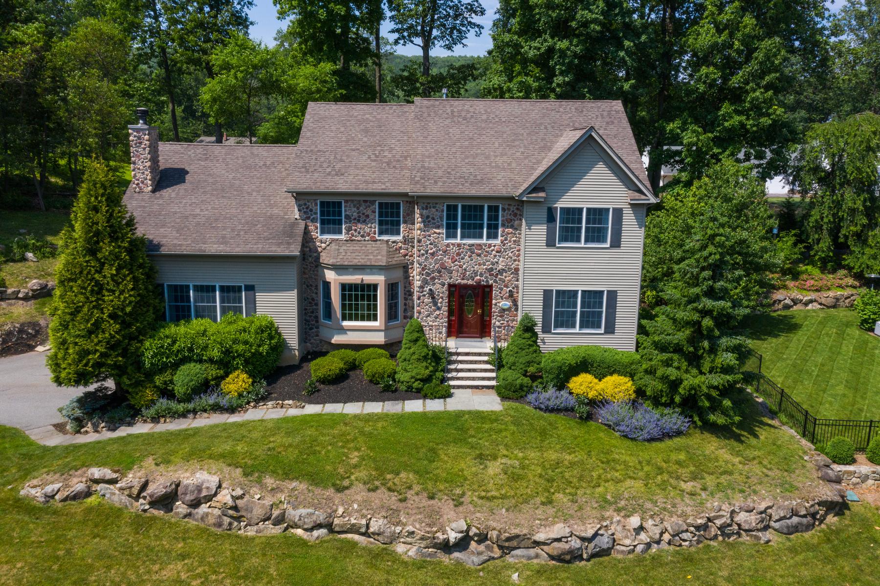 Single Family Homes för Försäljning vid Luxurious Colonial 9 Kosakowski Drive, Morris Plains, New Jersey 07950 Förenta staterna