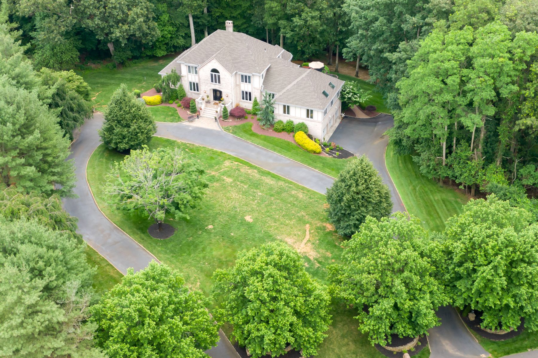 Single Family Homes for Sale at Manalapan, New Jersey 07726 United States