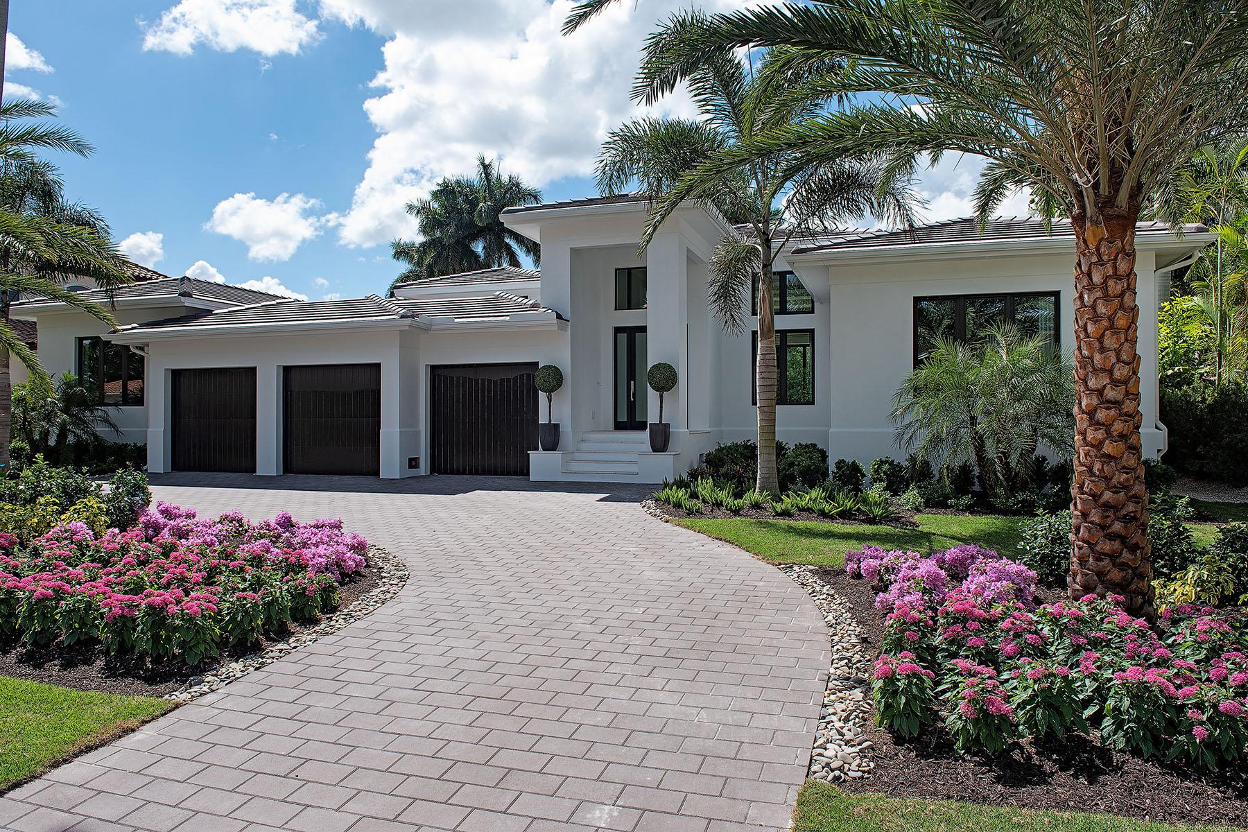 Single Family Homes vì Bán tại NAPLES 470 Wedge Drive Naples, Florida 34103 Hoa Kỳ