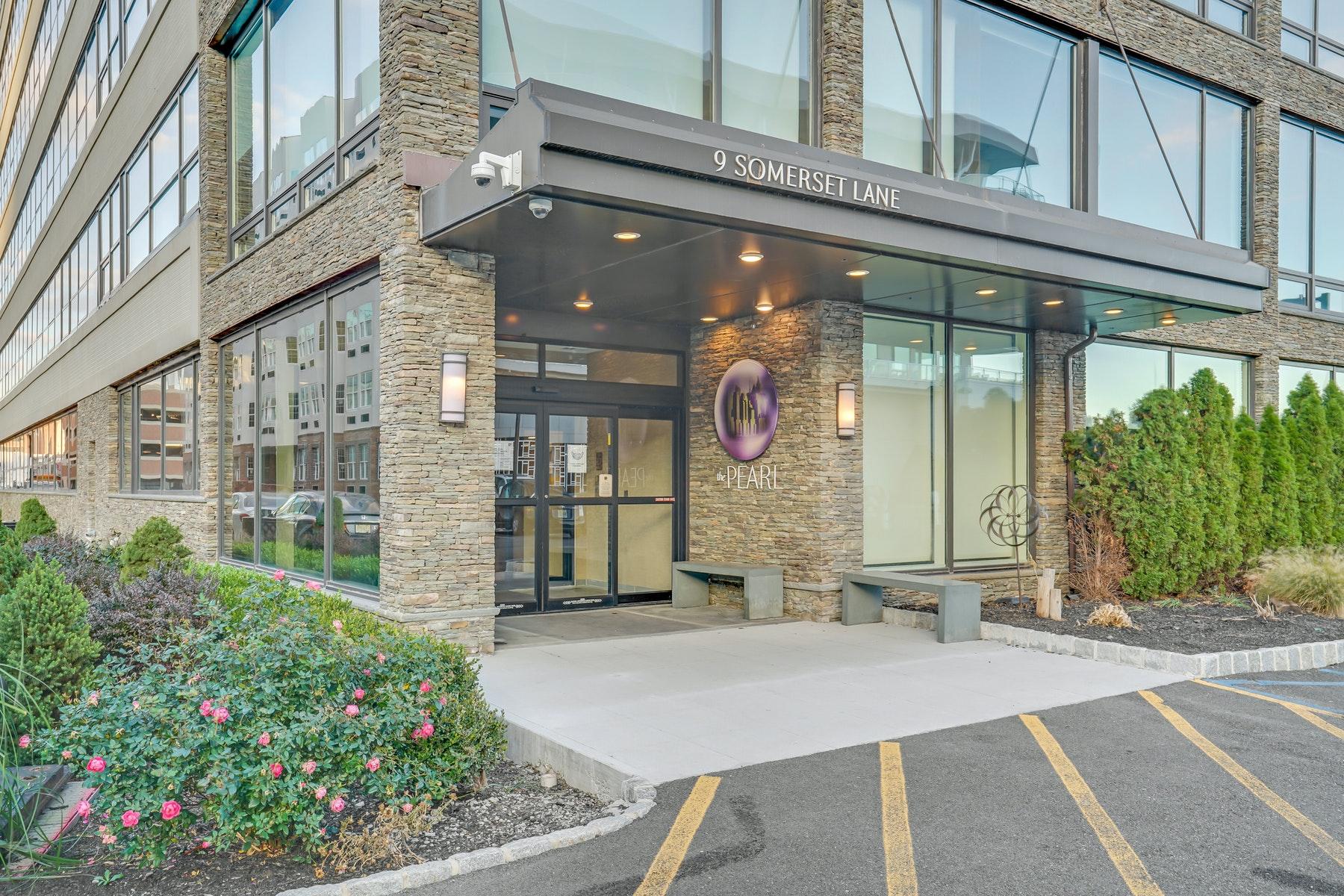 Condominiums por un Venta en The Pearl 9 Somerset Lane, #604, Edgewater, Nueva Jersey 07020 Estados Unidos