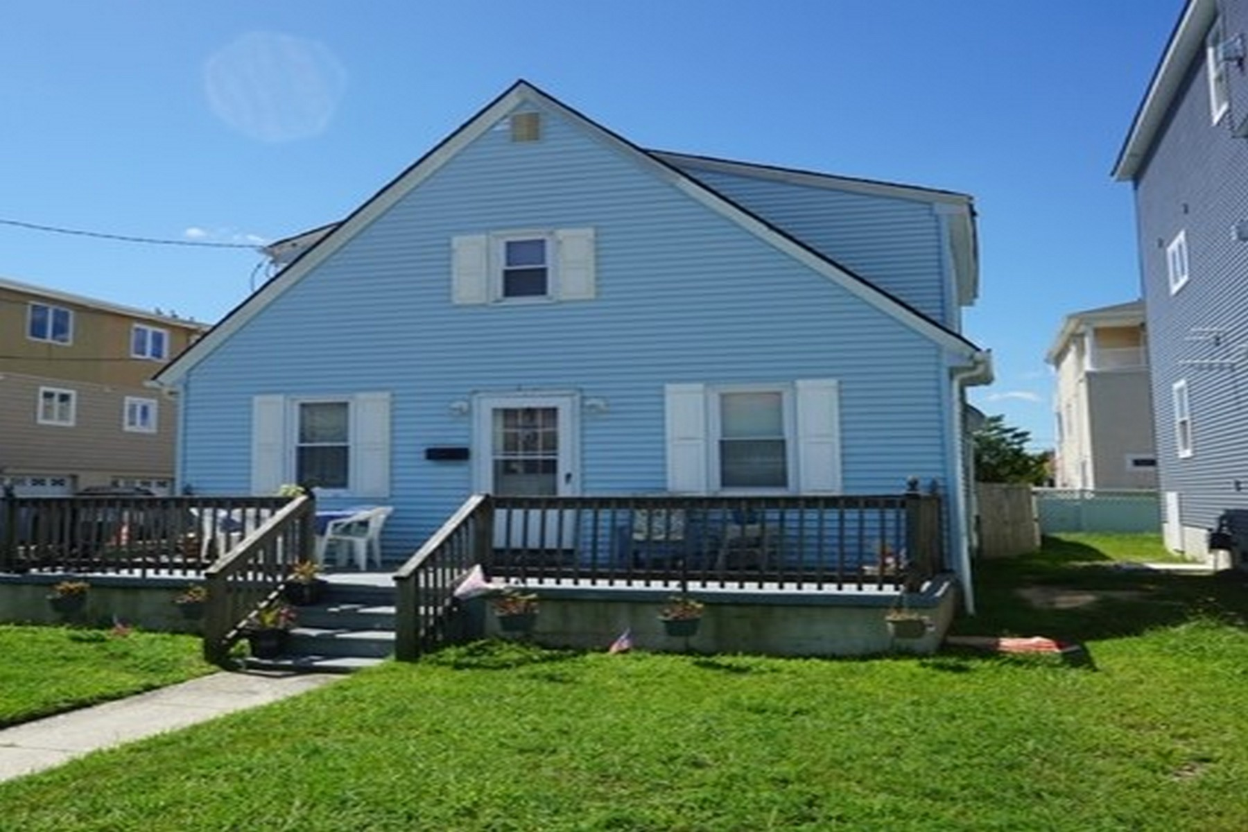 Duplex Homes per Vendita alle ore 222 N 9th Street, Upstairs, Brigantine, New Jersey 08203 Stati Uniti