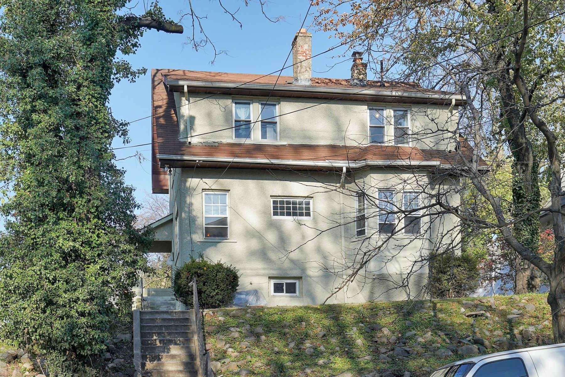 Single Family Homes للـ Sale في Welcome to this Center Hall Colonial! 59 East Fort Lee Road, Bogota, New Jersey 07603 United States