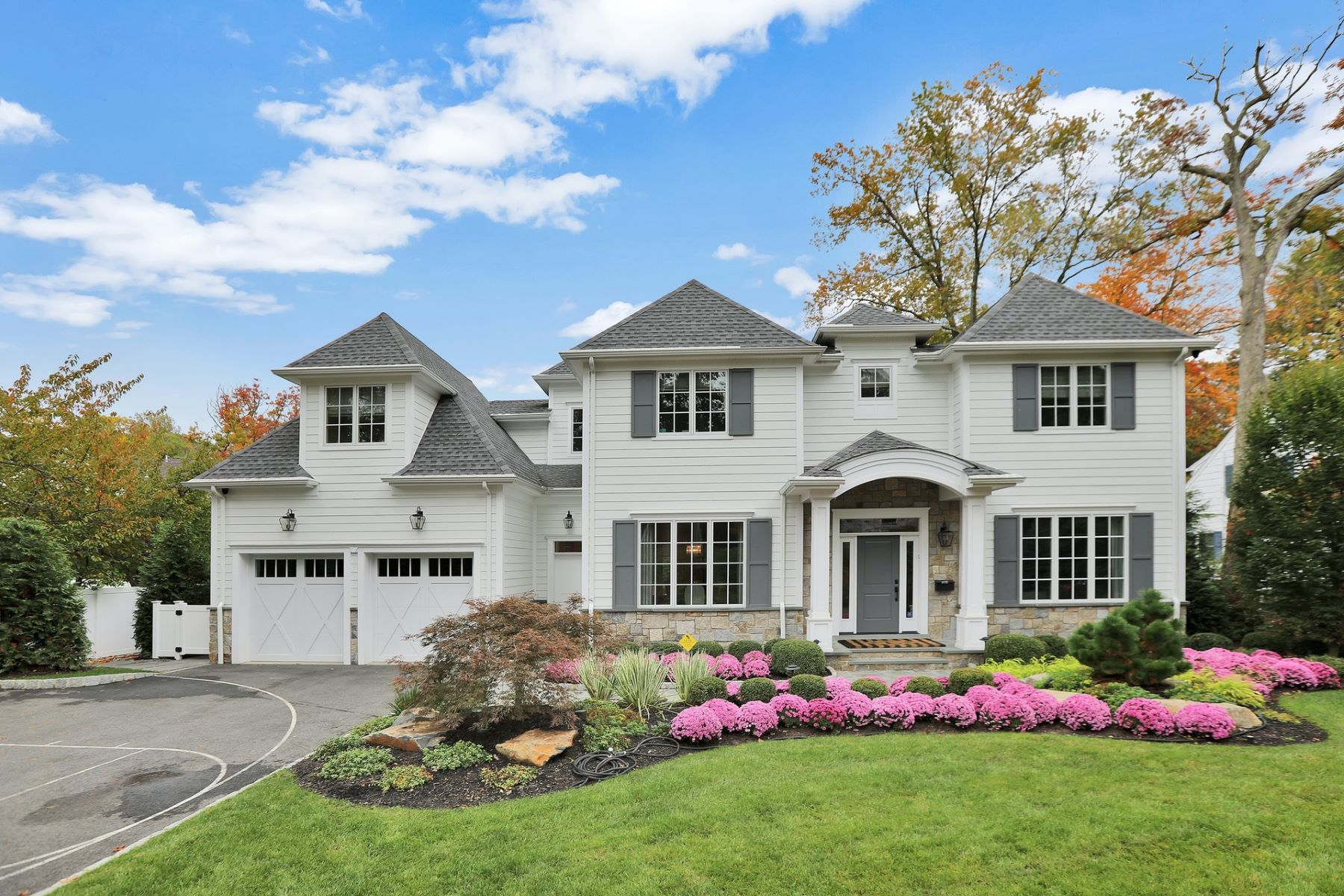 Single Family Homes للـ Sale في Perfection 32 Glenwood Rd, Tenafly, New Jersey 07670 United States