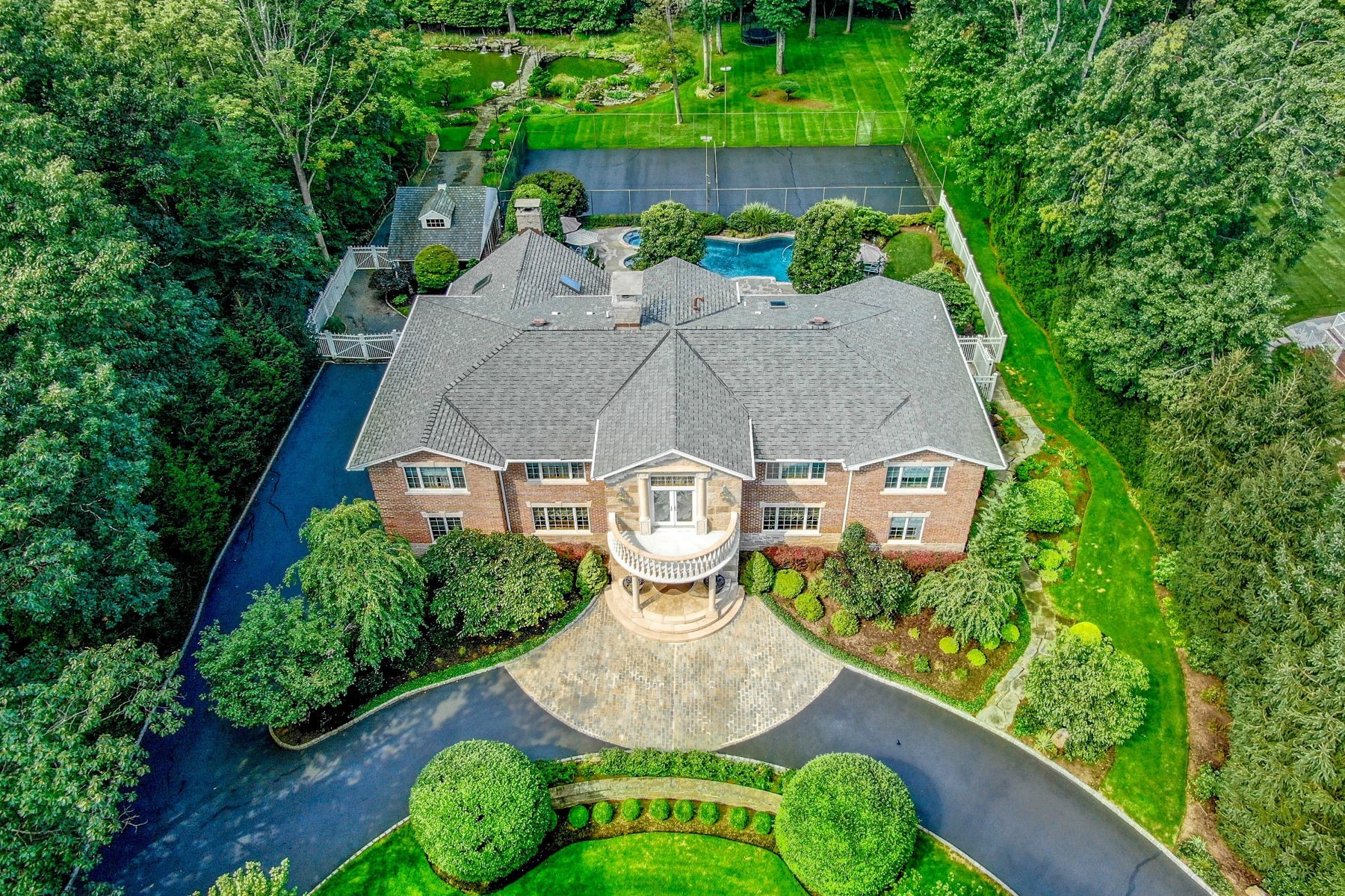 Single Family Homes for Sale at World Class Luxury Estate 116 Oak Dr., Upper Saddle River, New Jersey 07458 United States