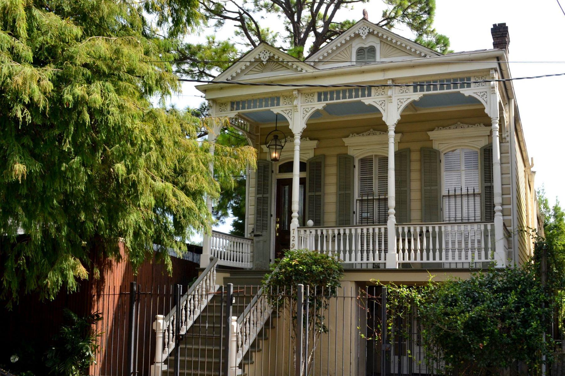 Single Family Homes pour l Vente à 729 Kerlerec Street La Nouvelle-Orléans, Louisiane 70116 États-Unis