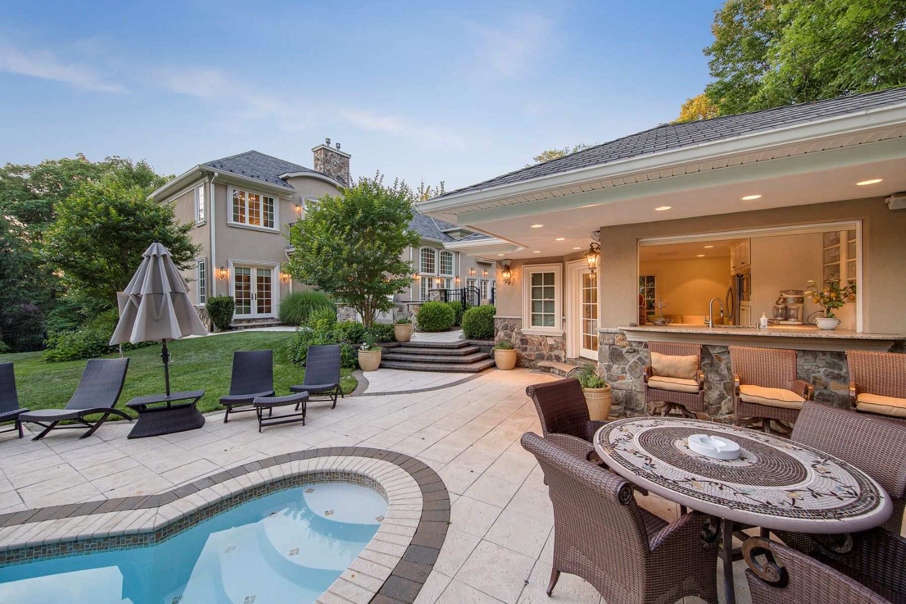 Single Family Homes للـ Sale في Incredible Colonial 40 Suffolk Ln, Tenafly, New Jersey 07670 United States