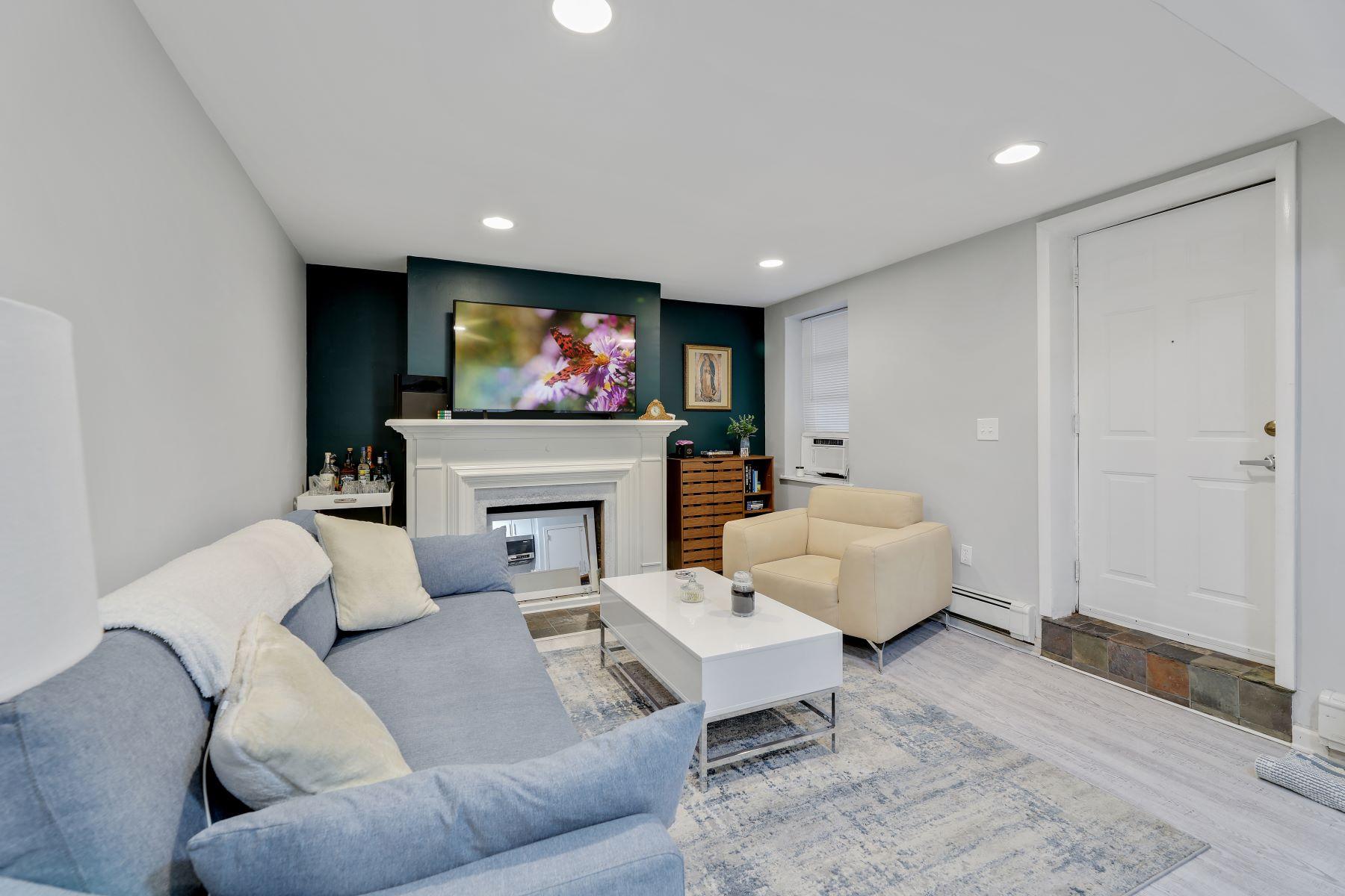 Multi-Family Homes для того Продажа на Fabulous three family Situated in the heart of the Hamilton Park. 119 Coles Street, Jersey City, Нью-Джерси 07302 Соединенные Штаты