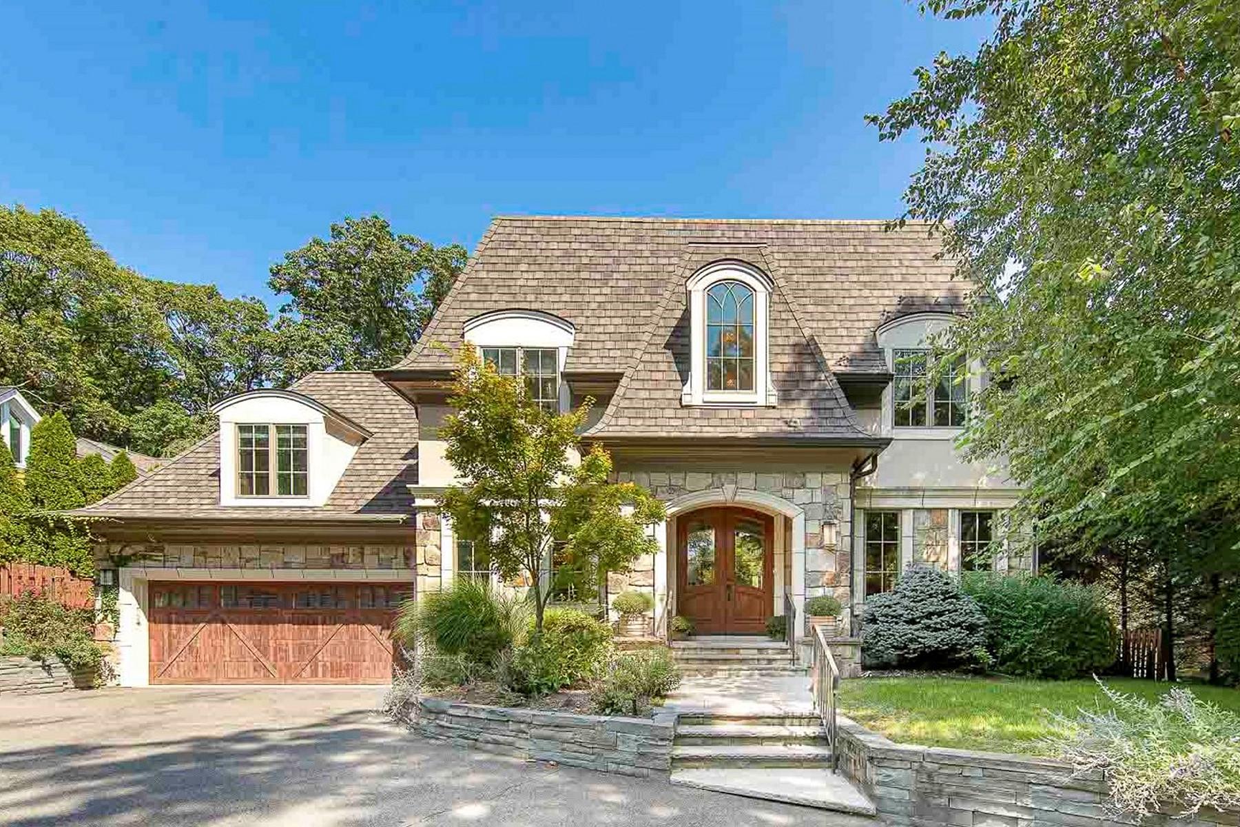 Single Family Homes 為 出售 在 East Hill 35 Forest Rd, Tenafly, 新澤西州 07670 美國