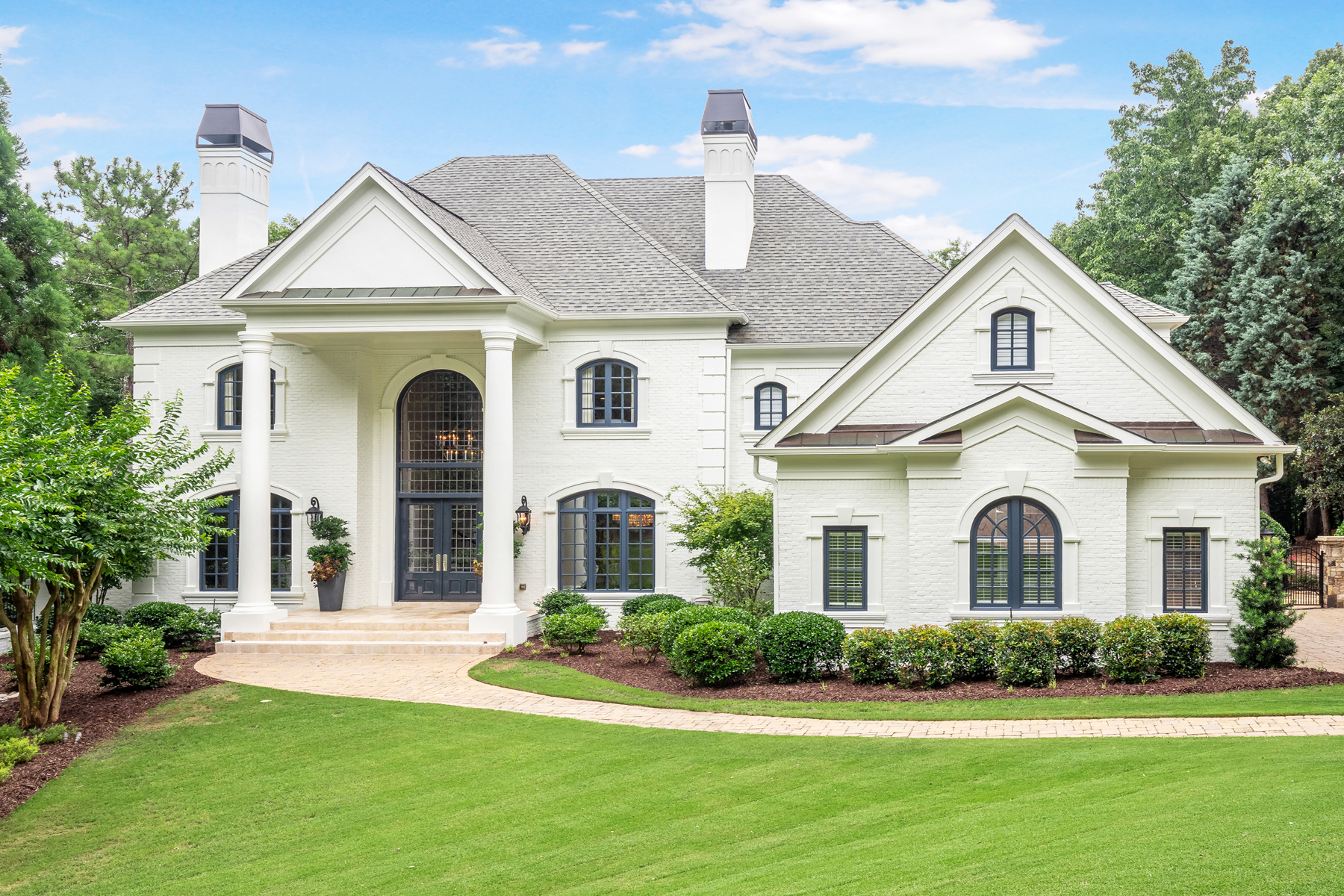 Single Family Homes per Vendita alle ore Exceptional Better Than New Country Club Of The South Estate 8957 Old Southwick Pass, Johns Creek, Georgia 30022 Stati Uniti