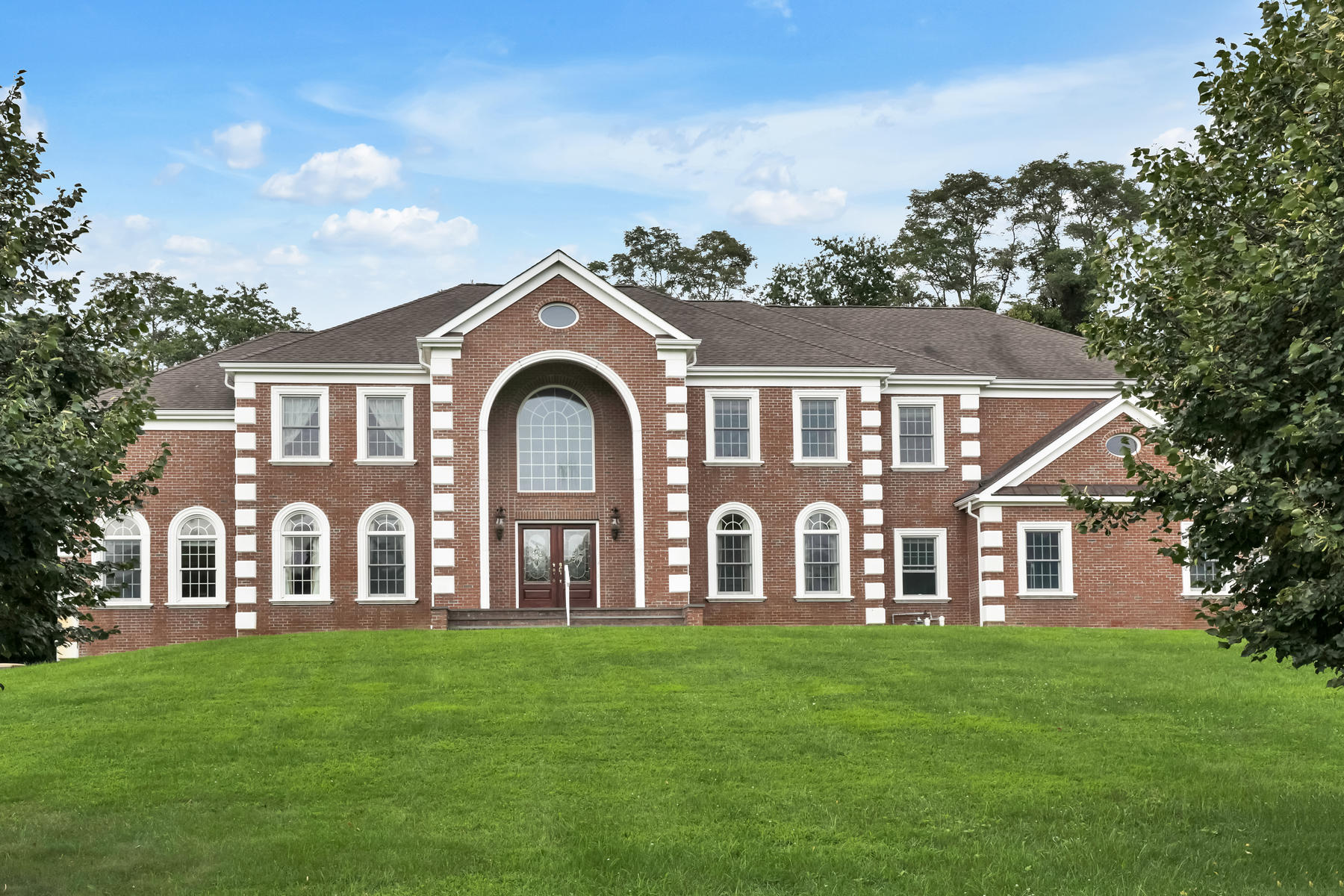 Single Family Homes for Sale at Gracious and Elegant Custom Colonial 1 Pennyroyal Court, Colts Neck, New Jersey 07722 United States