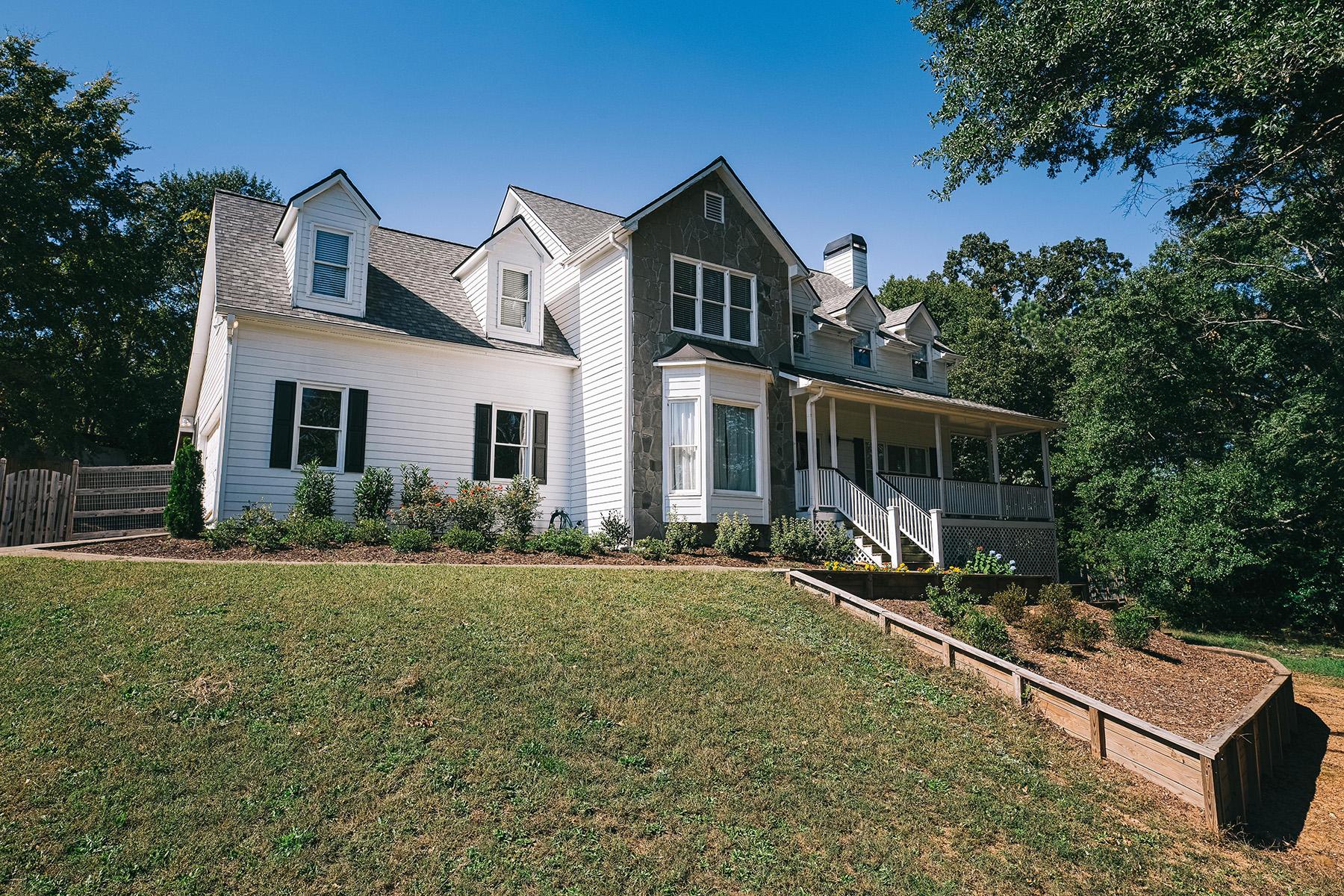 Single Family Homes por un Venta en Incredible Renovation 4289 Earney Road, Woodstock, Georgia 30188 Estados Unidos
