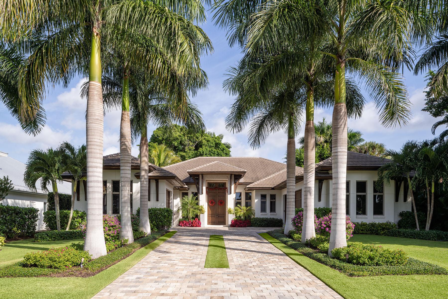 Single Family Homes för Försäljning vid NAPLES 453 Spinnaker Drive neapel, Florida 34102 Förenta staterna