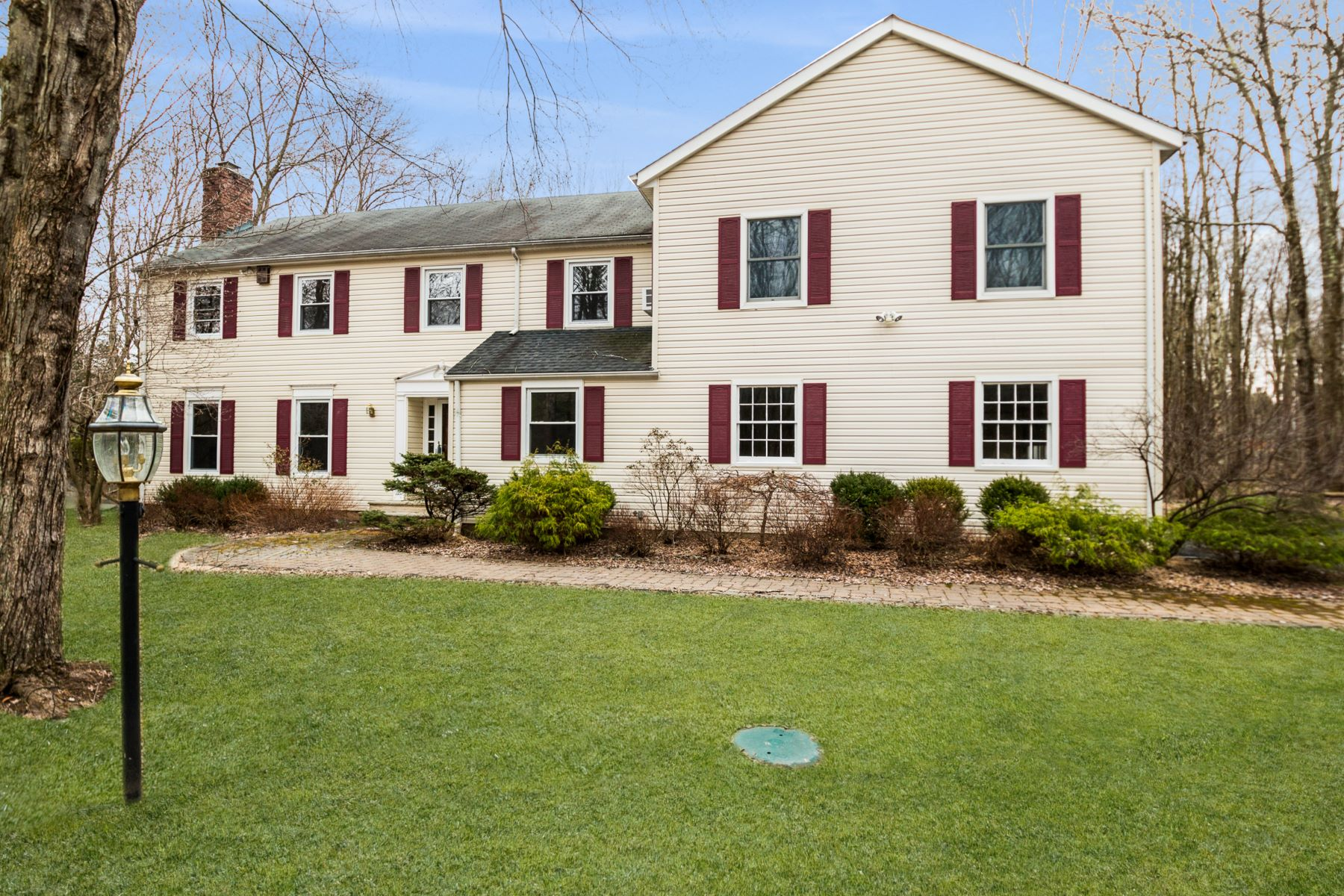 Single Family Homes 為 出售 在 Expanded Colonial 124 Childs Road, Basking Ridge, 新澤西州 07920 美國