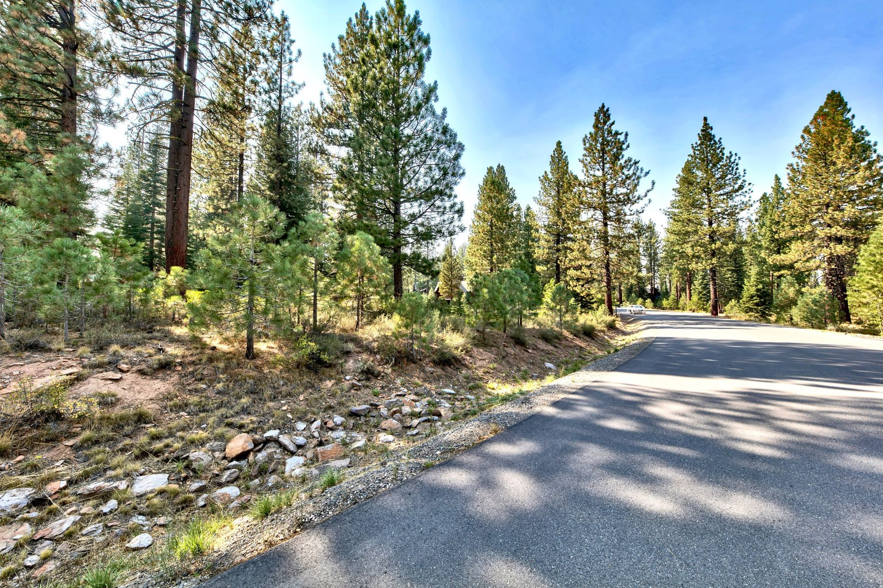 Additional photo for property listing at Private Luxury Lahontan Homesite 8485 Lahontan Drive Truckee, California 96161 United States
