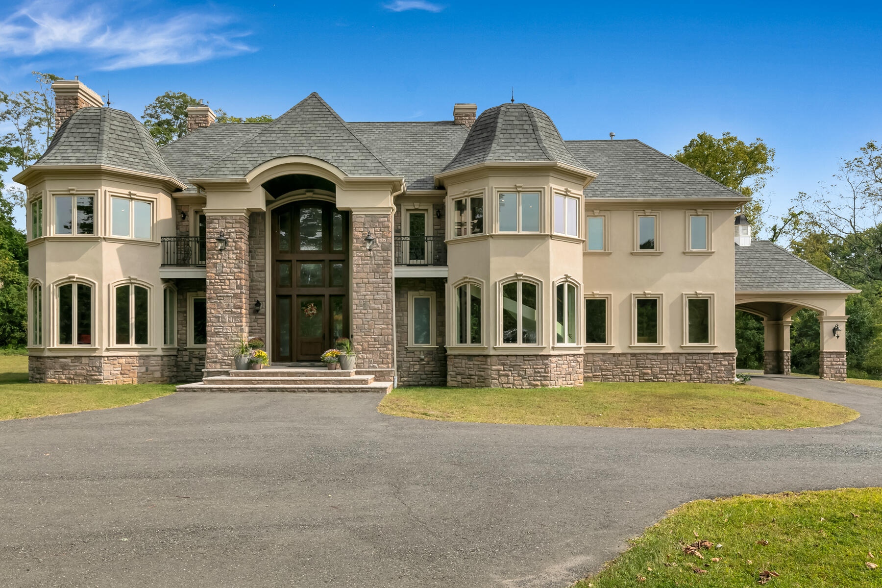 Single Family Homes للـ Sale في Custom Built to Perfection! 64 Crine Road, Colts Neck, New Jersey 07722 United States