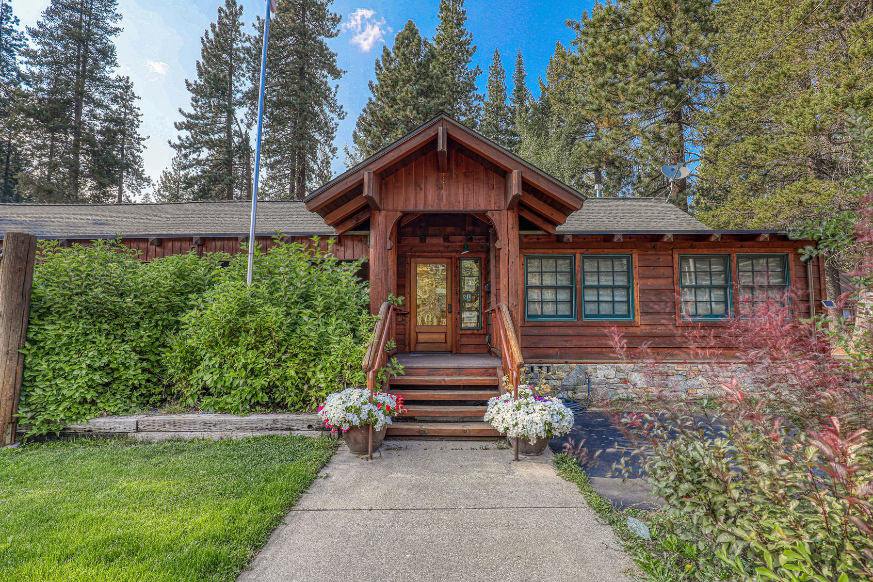 Single Family Homes for Active at Donner Lake Live/Work Opportunity 15826 Donner Pass Rd. Truckee, California 96161 United States