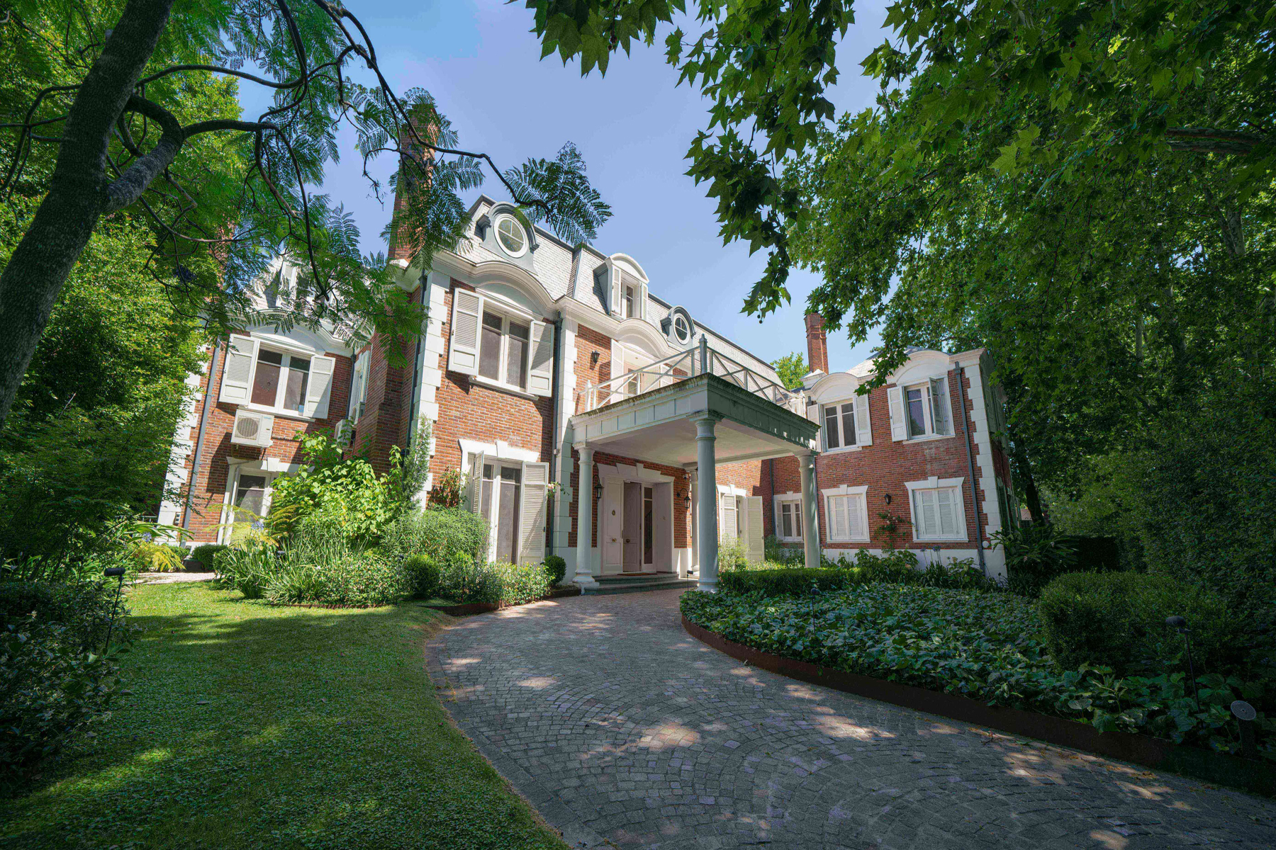 Single Family Homes for Sale at A residence you cannot miss Elflein 2500 Other Buenos Aires, Buenos Aires B1643GIX Argentina