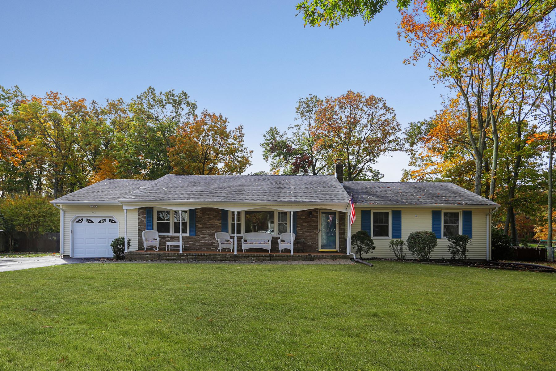 Single Family Homes por un Venta en Pristine Spacious Ranch 388 Grant Ave, Eatontown, Nueva Jersey 07724 Estados Unidos