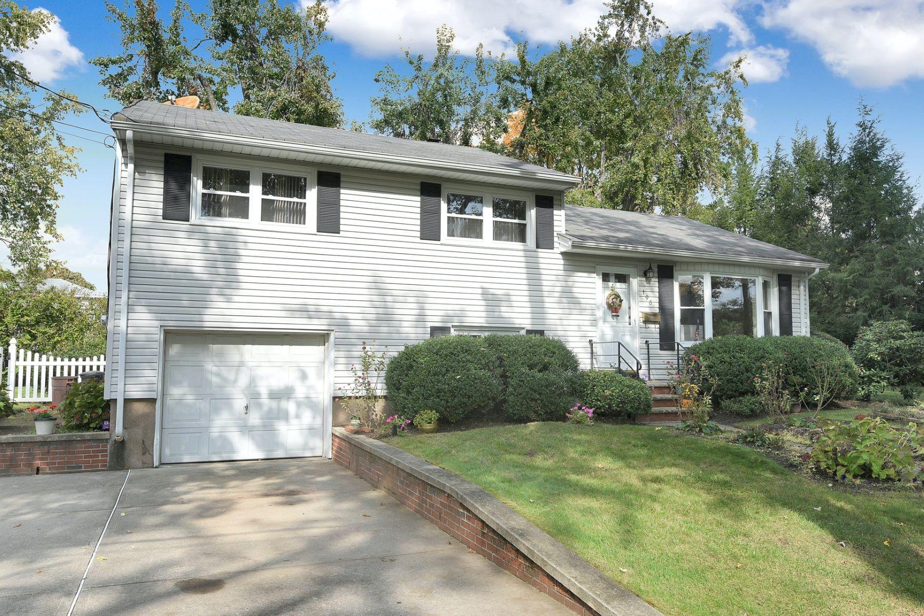 Single Family Homes för Försäljning vid Beautiful Home 196 Randolph Ave, Dumont, New Jersey 07628 Förenta staterna