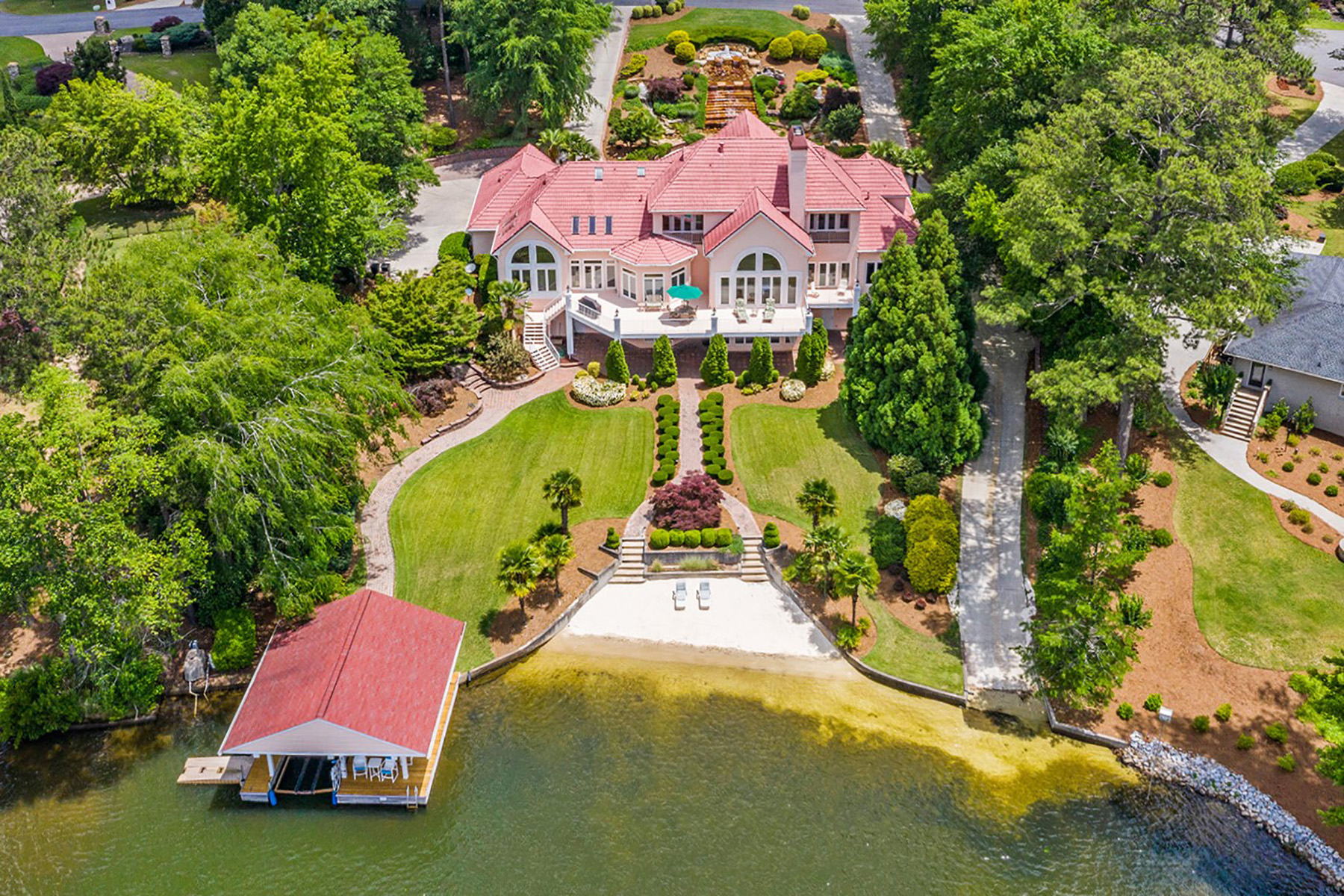 Single Family Homes per Vendita alle ore Breathtaking Mediterranean-Style Home on Lake Spivey 3287 Bay View Drive, Jonesboro, Georgia 30326 Stati Uniti