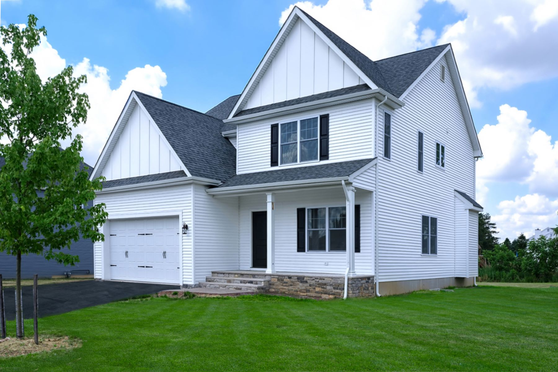 Single Family Homes のために 売買 アット Expect Nothing but the Best 2440 Liberty Terrace, Easton, ペンシルベニア 18040 アメリカ