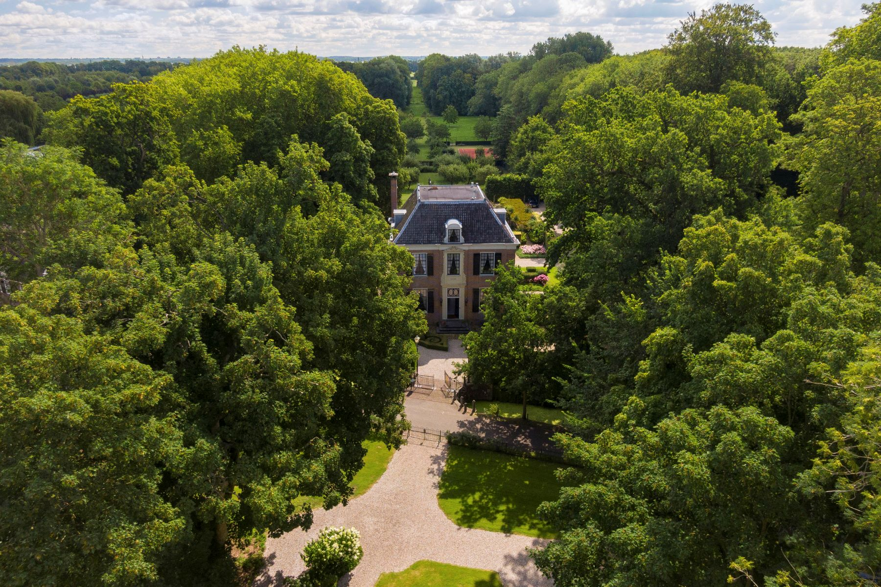"Single Family Homes для того Продажа на Country Estate ""Bydorp"" Oud Over 8 Loenen Aan De Vecht, Utrecht 3632 VD Нидерланды"