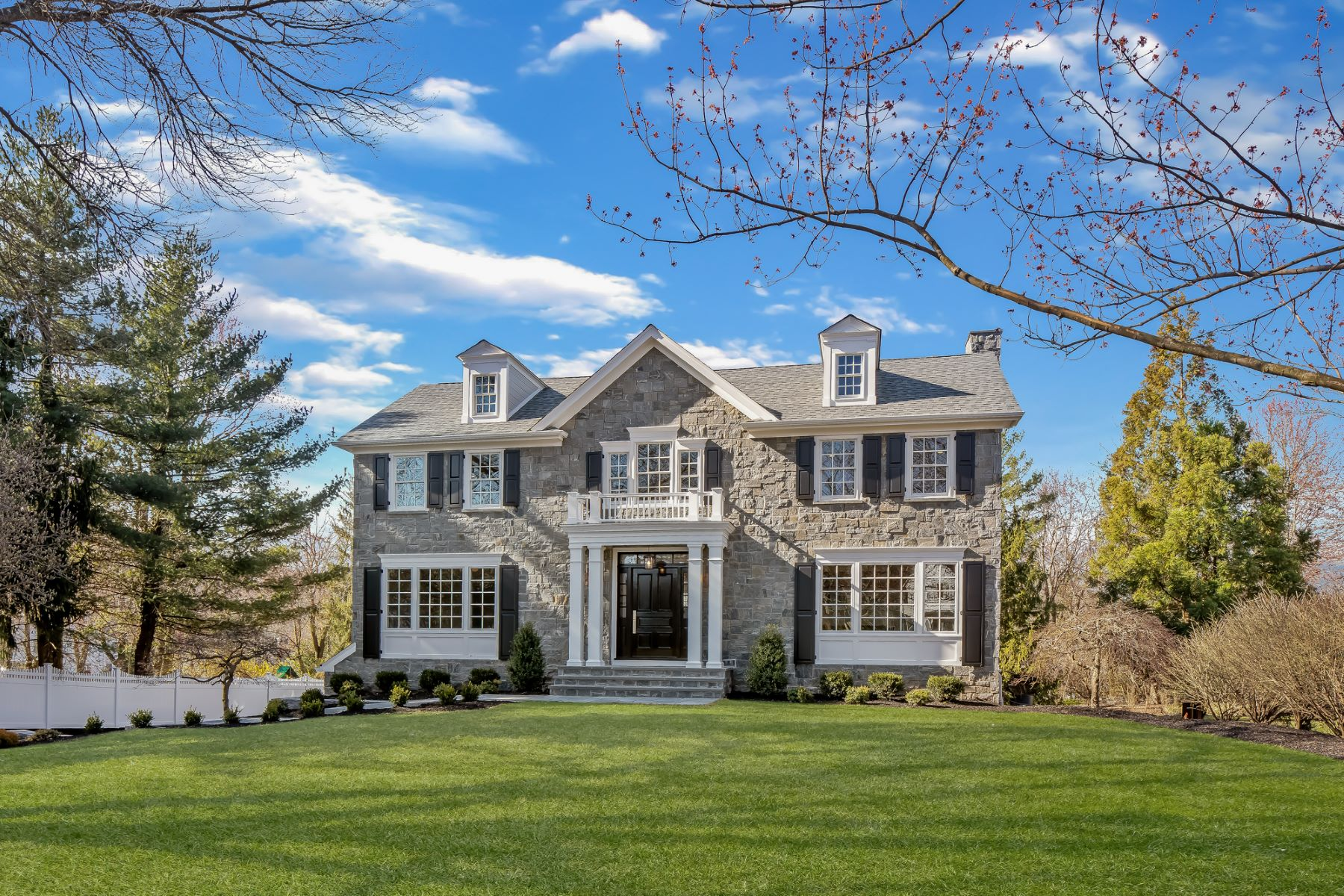 Single Family Homes vì Bán tại One Of A Kind Colonial 19 Thornley Drive, Chatham, New Jersey 07928 Hoa Kỳ