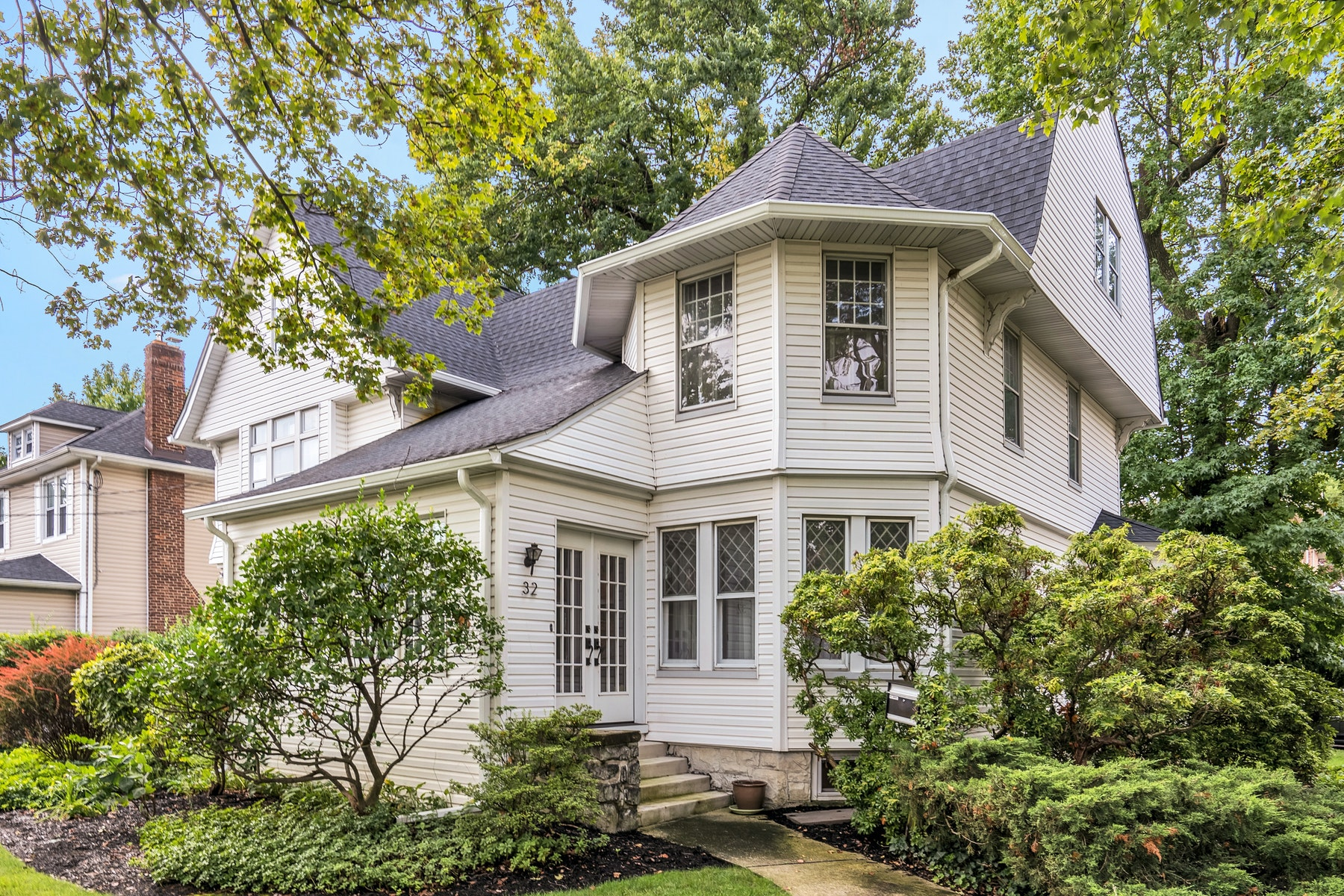 Single Family Homes for Sale at Perched on the Palisades and overlooking NYC 32 Lincoln Avenue, Cliffside Park, New Jersey 07010 United States