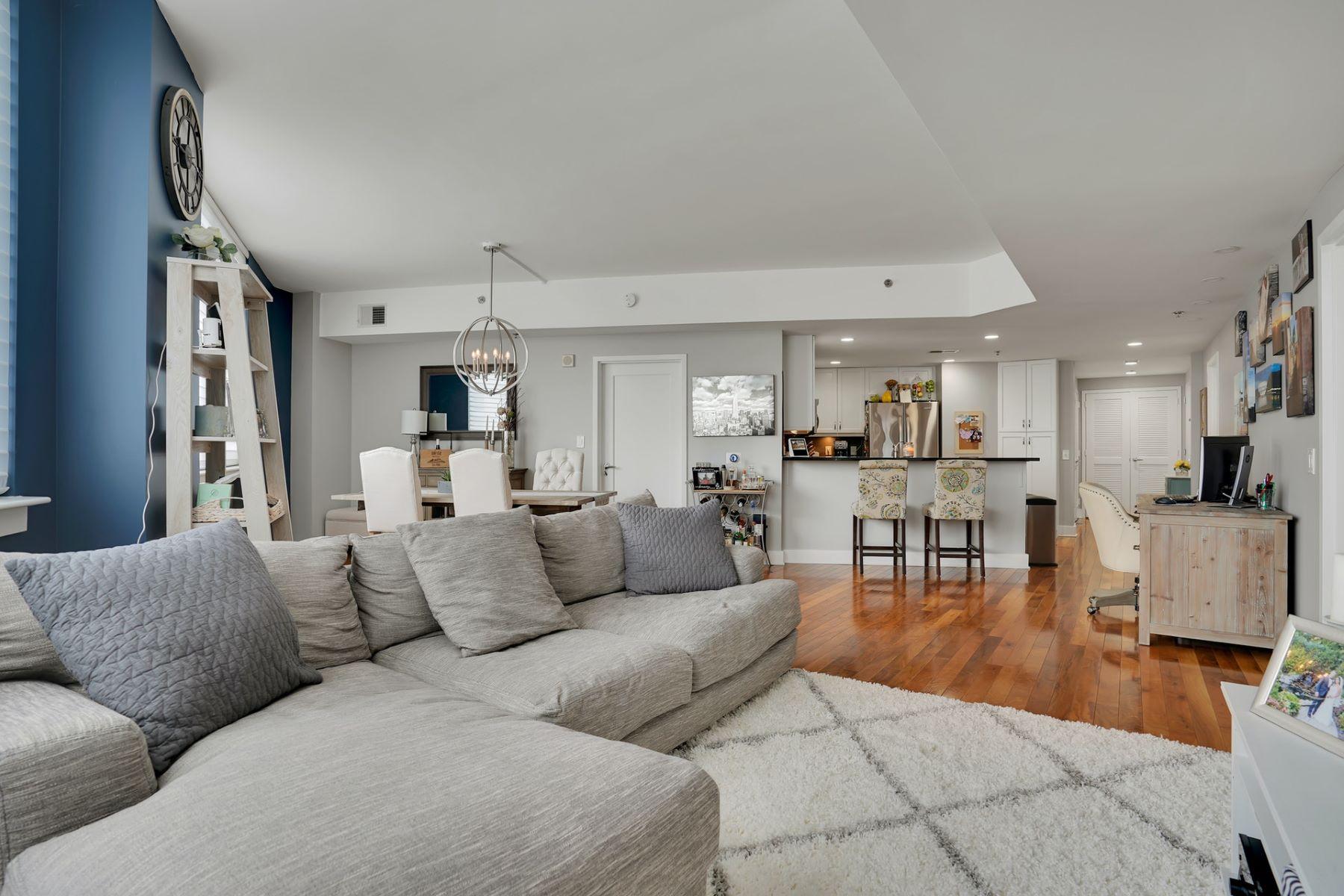 Condominiums 為 出售 在 Well maintained 2 Bed/2 Bath at Metro Stop 800 Jackson St. #509, Hoboken, 新澤西州 07030 美國