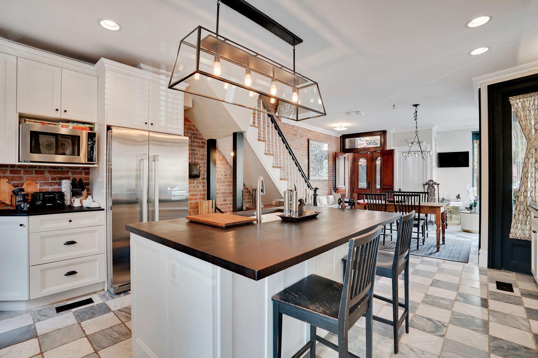 Single Family Homes för Försäljning vid Sun-filled and Impressive Home 257 2nd Street, Jersey City, New Jersey 07302 Förenta staterna