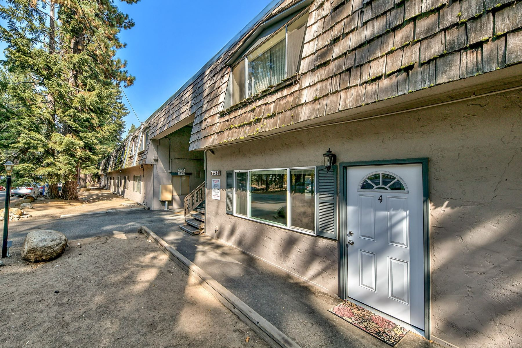 Condominiums por un Venta en $200,000 (LP) Price/SqFt: 237.81 1223 Bonanza Ave #4,South Lake Tahoe, CA 1223 Bonanza Avenue, Unit 4 South Lake Tahoe, California 96158 Estados Unidos