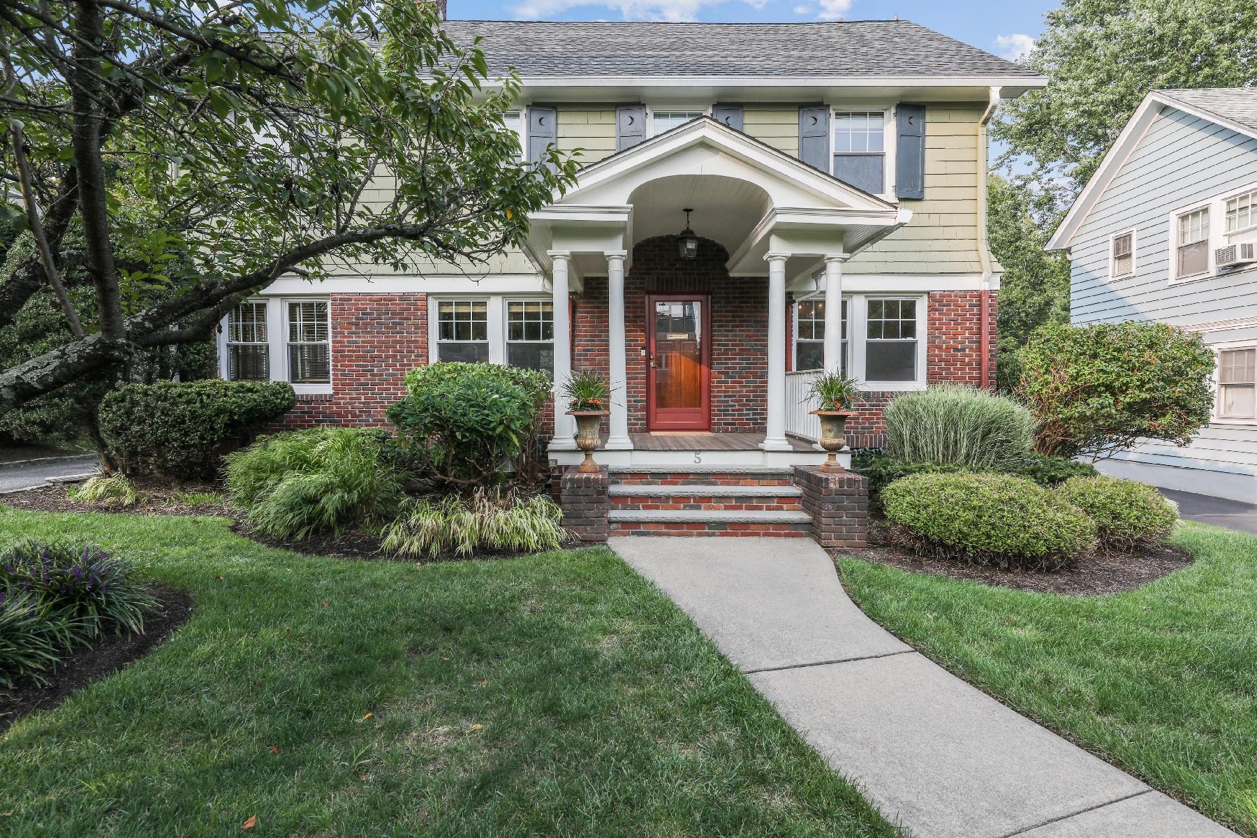 Single Family Homes для того Продажа на Classic Glen Ridge Colonial 5 Tuxedo Road, Glen Ridge, Нью-Джерси 07028 Соединенные Штаты