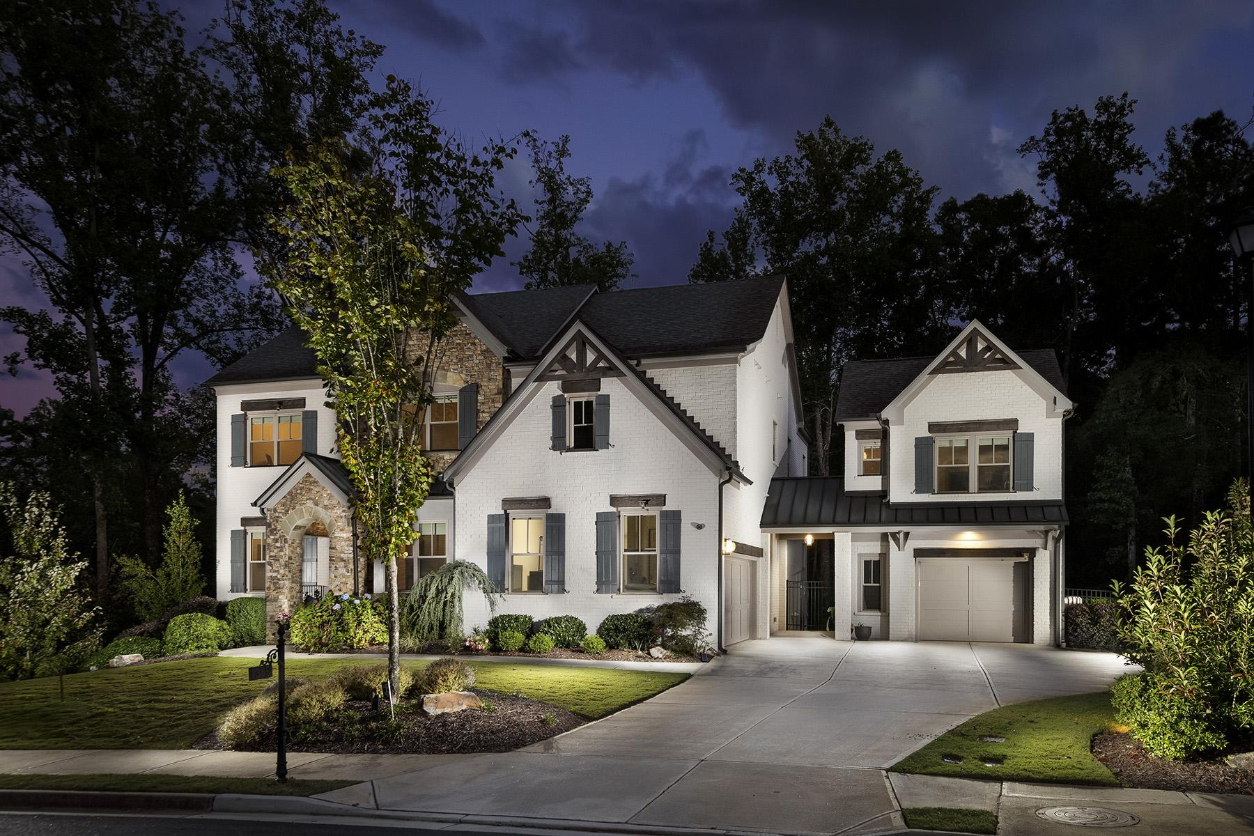 Single Family Homes por un Venta en Pool and Guest House in Johns Creek! 7365 Kemper Drive, Duluth, Georgia 30097 Estados Unidos
