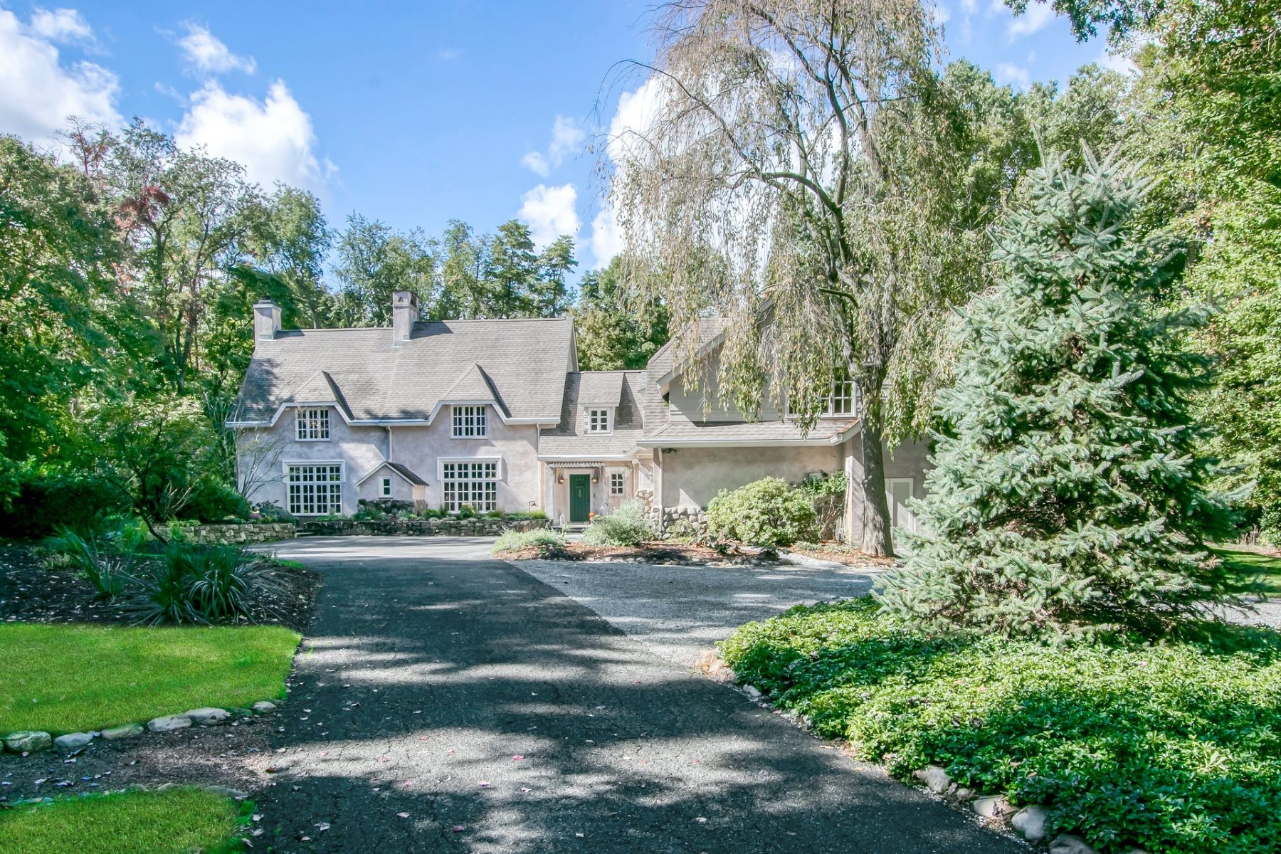 Single Family Homes for Sale at METICULOUSLY MAINTAINED 26 Ash Road, Upper Saddle River, New Jersey 07458 United States