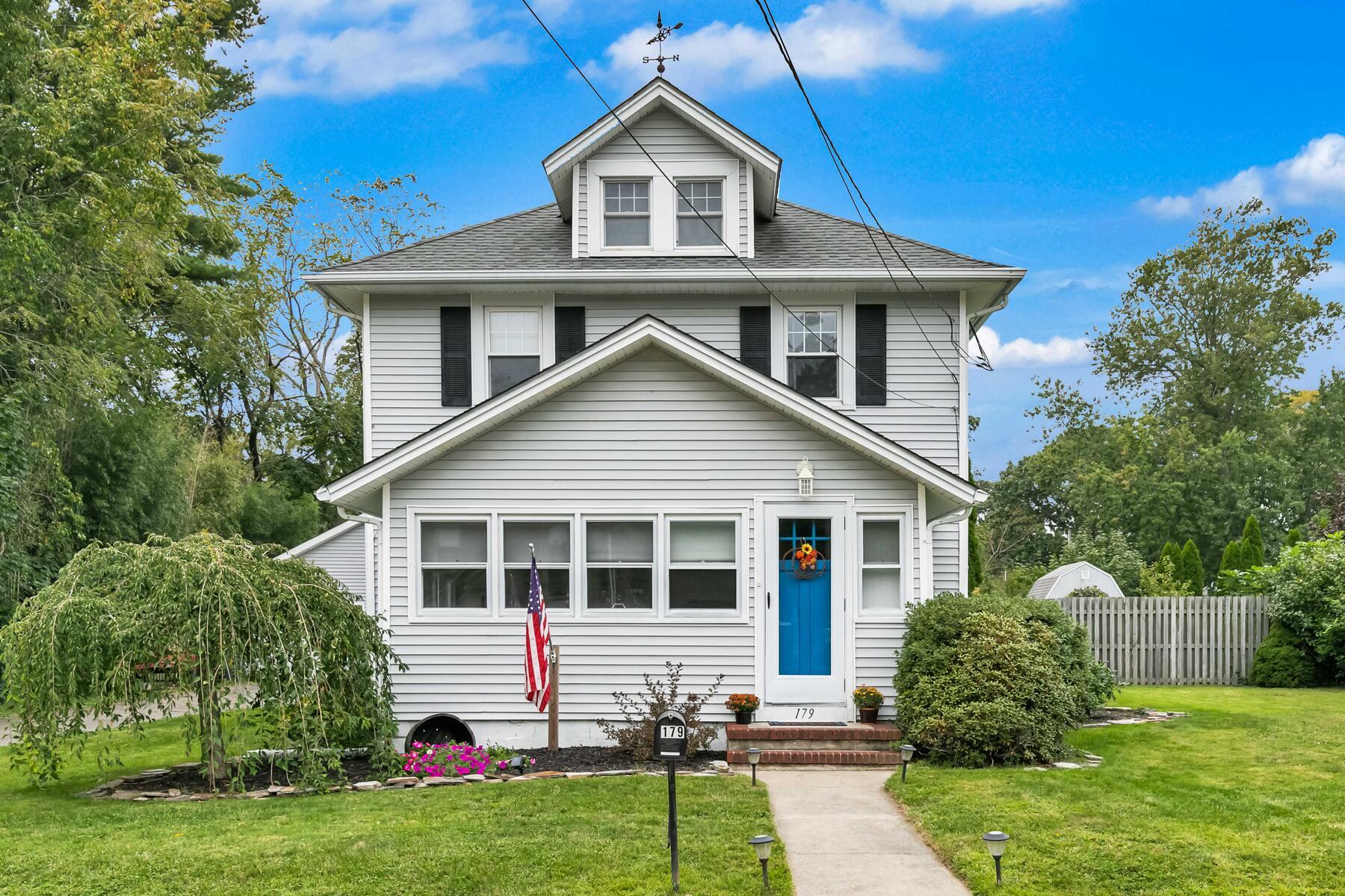 Single Family Homes för Försäljning vid Shore Colonial At Its Finest 179 Garfield Avenue, Island Heights, New Jersey 08732 Förenta staterna
