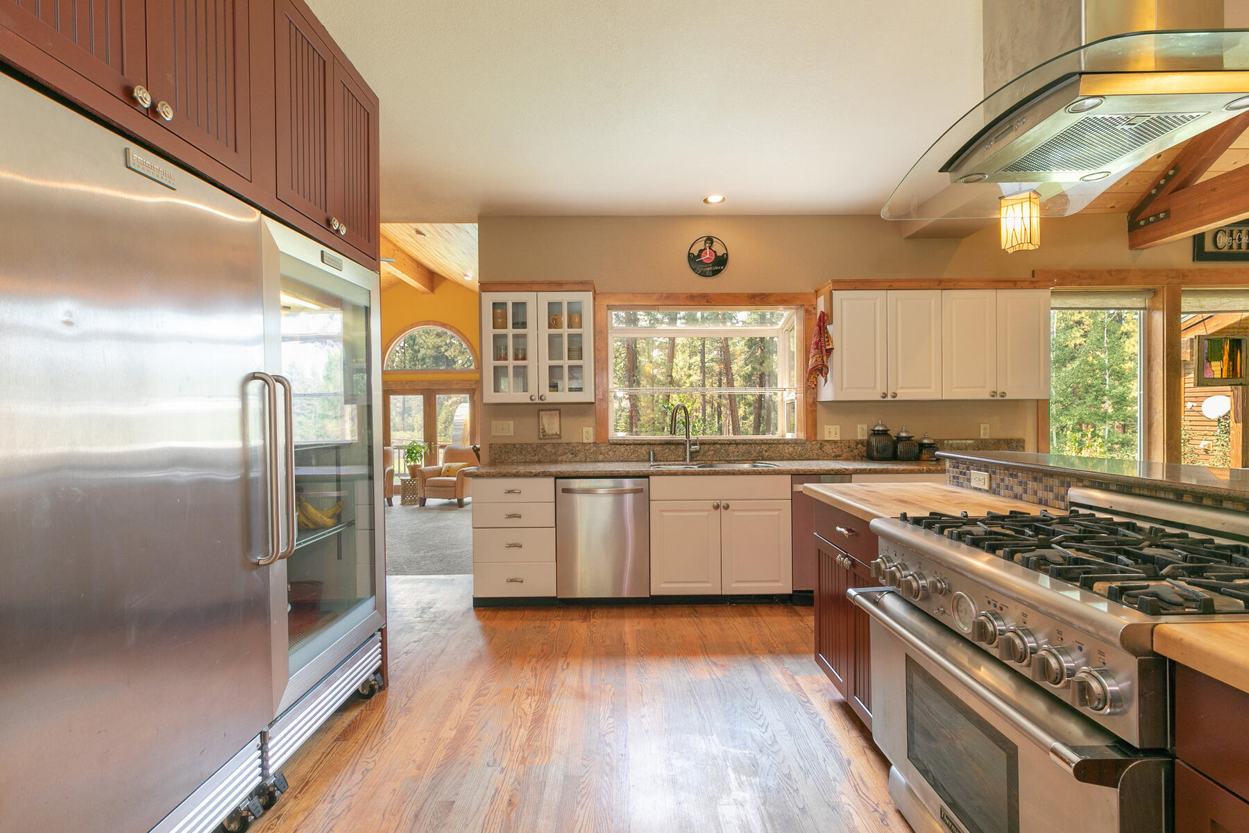 Additional photo for property listing at Best Kept Secret In Truckee Is Out 10915 Royal Crest Drive Truckee, California 96161 United States