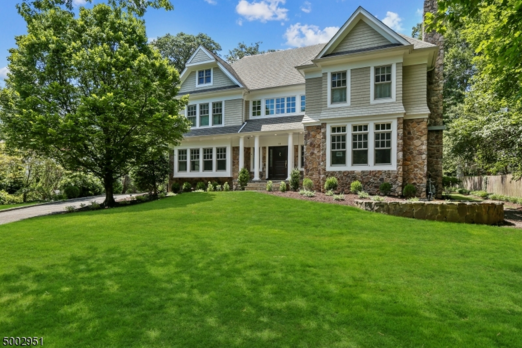 Single Family Homes vì Bán tại Northside Colonial Close To Downtown 111 Whittredge Road, Summit, New Jersey 07901 Hoa Kỳ