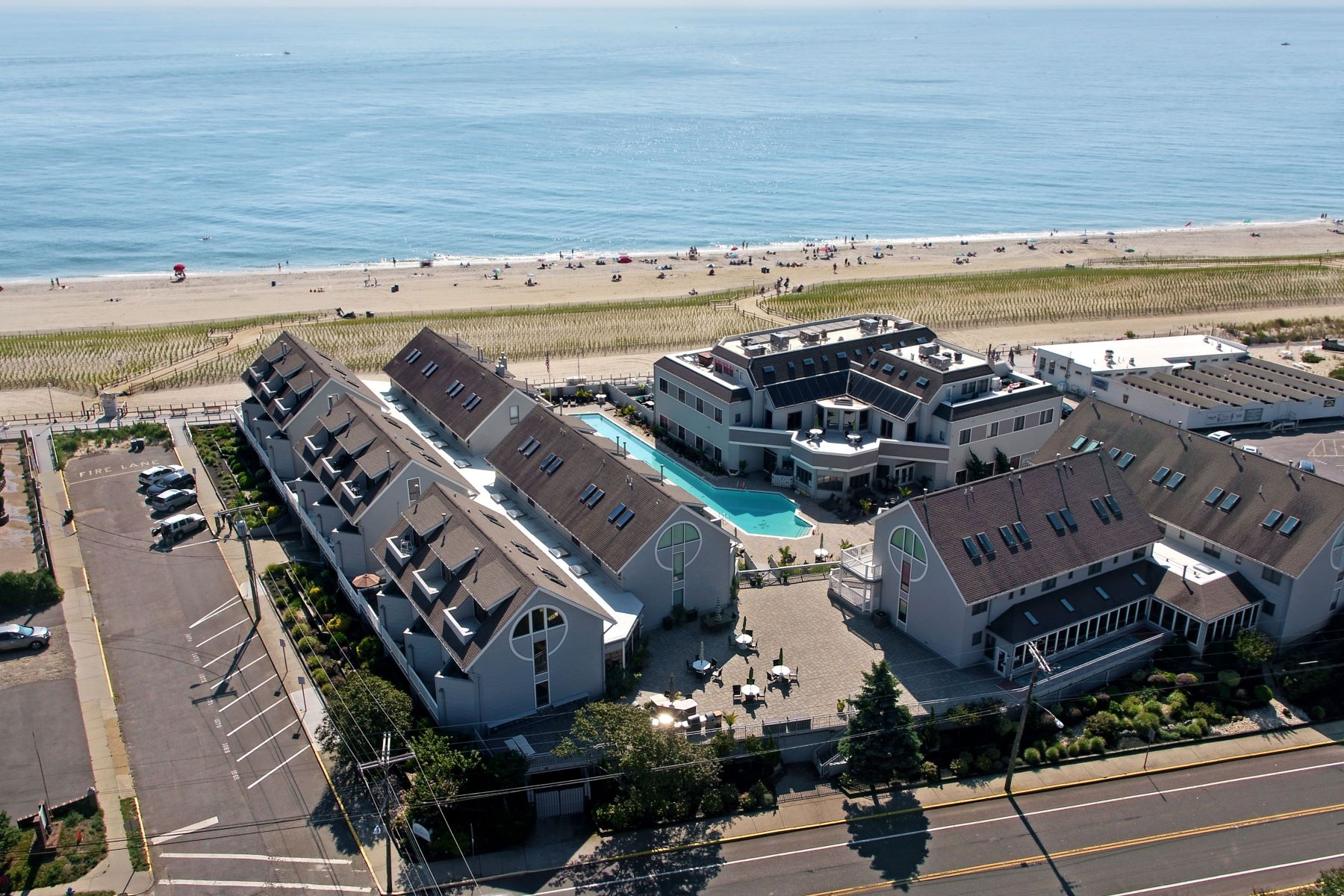 Condominiums для того Продажа на Where the Sunrise Meets the Sand 900 Ocean Avenue 29, Point Pleasant Beach, Нью-Джерси 08742 Соединенные Штаты