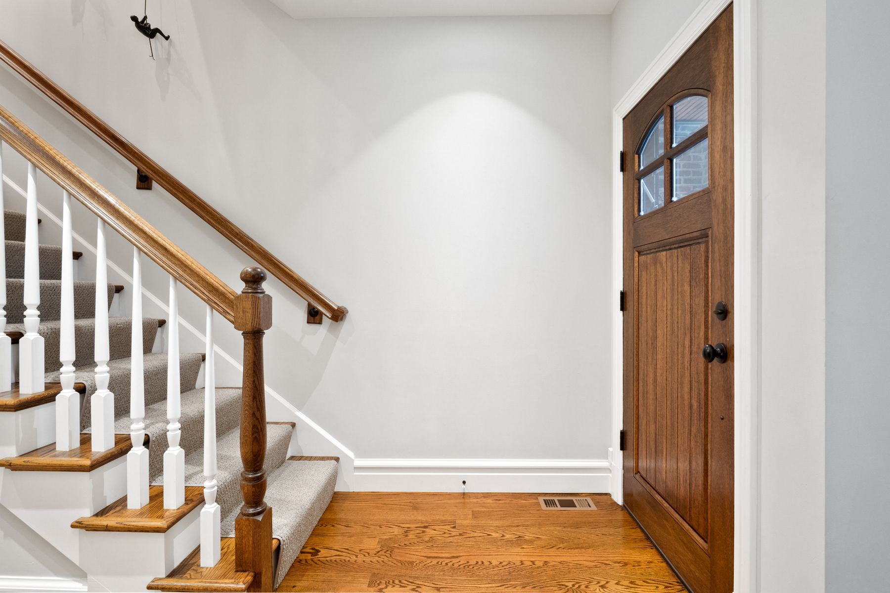 Additional photo for property listing at Incredible Period Restoration Townhome 7430 Delmar Blvd University City, Missouri 63130 United States