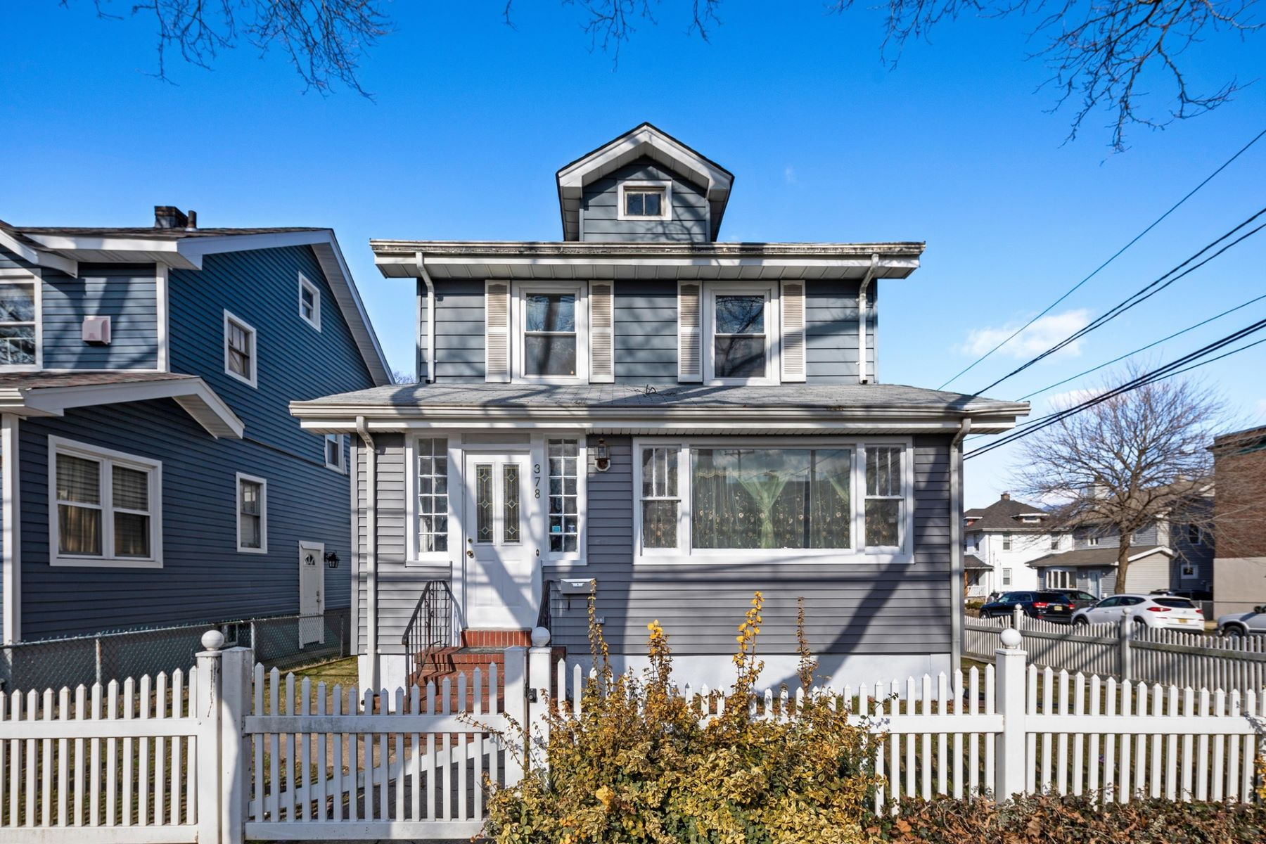 Single Family Homes pour l Vente à Welcome Home! 378 Palisade Ave, Bogota, New Jersey 07603 États-Unis