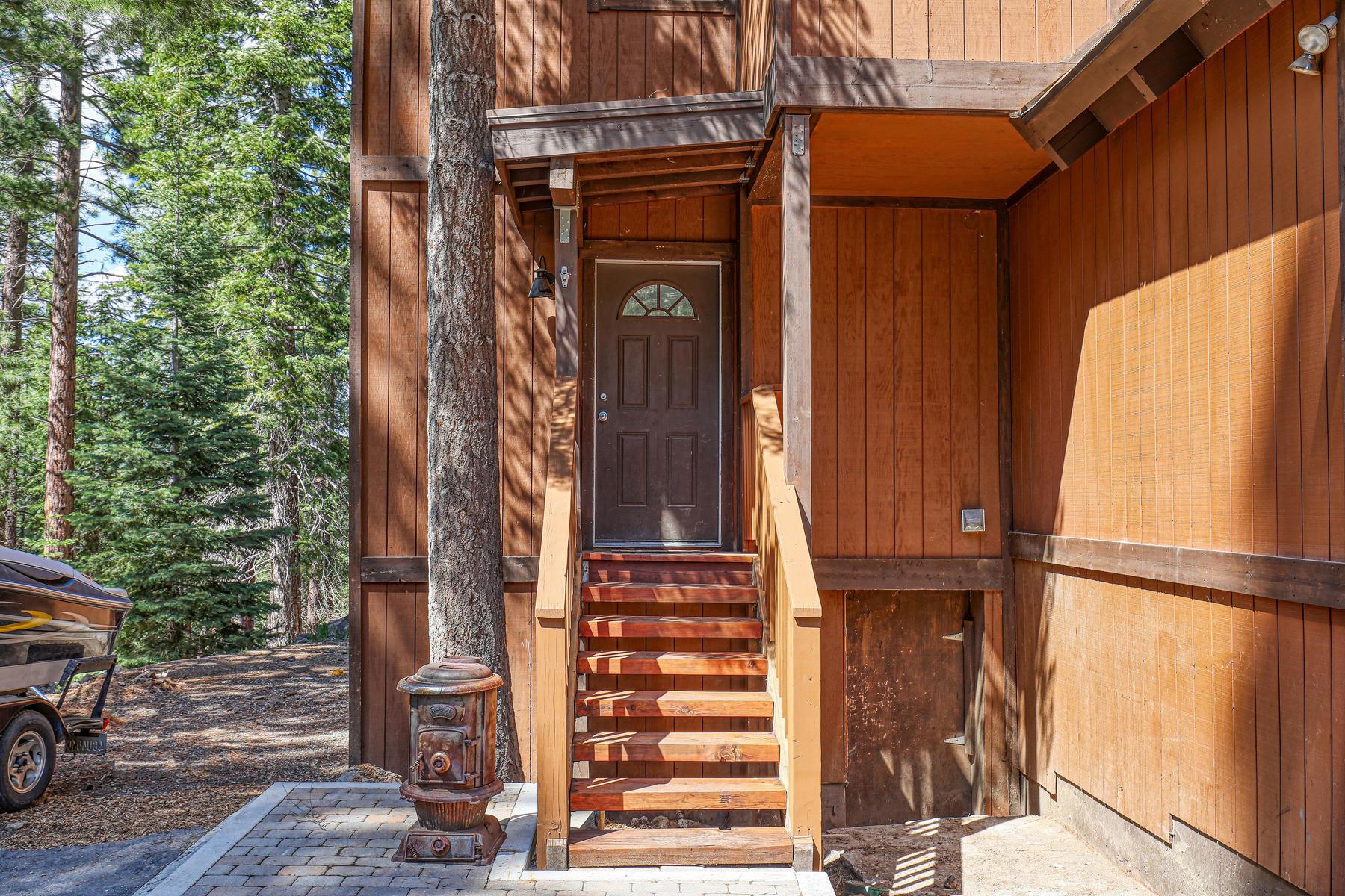 Additional photo for property listing at Glenshire Gem 15062 Donnington Lane Truckee, California 96161 United States
