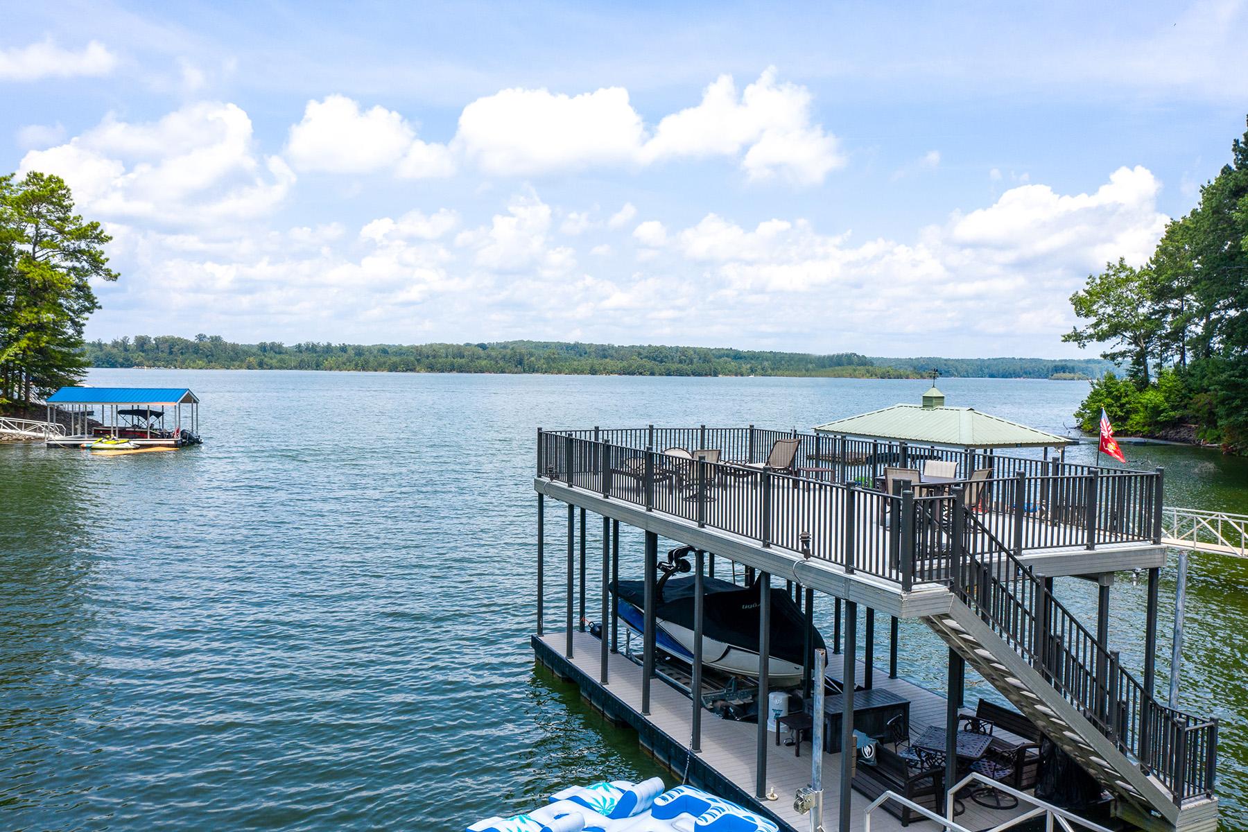 Single Family Homes por un Venta en Beautiful Lake Allatoona Home with Picture Perfect Dock 134 Myrtle Road, Woodstock, Georgia 30189 Estados Unidos