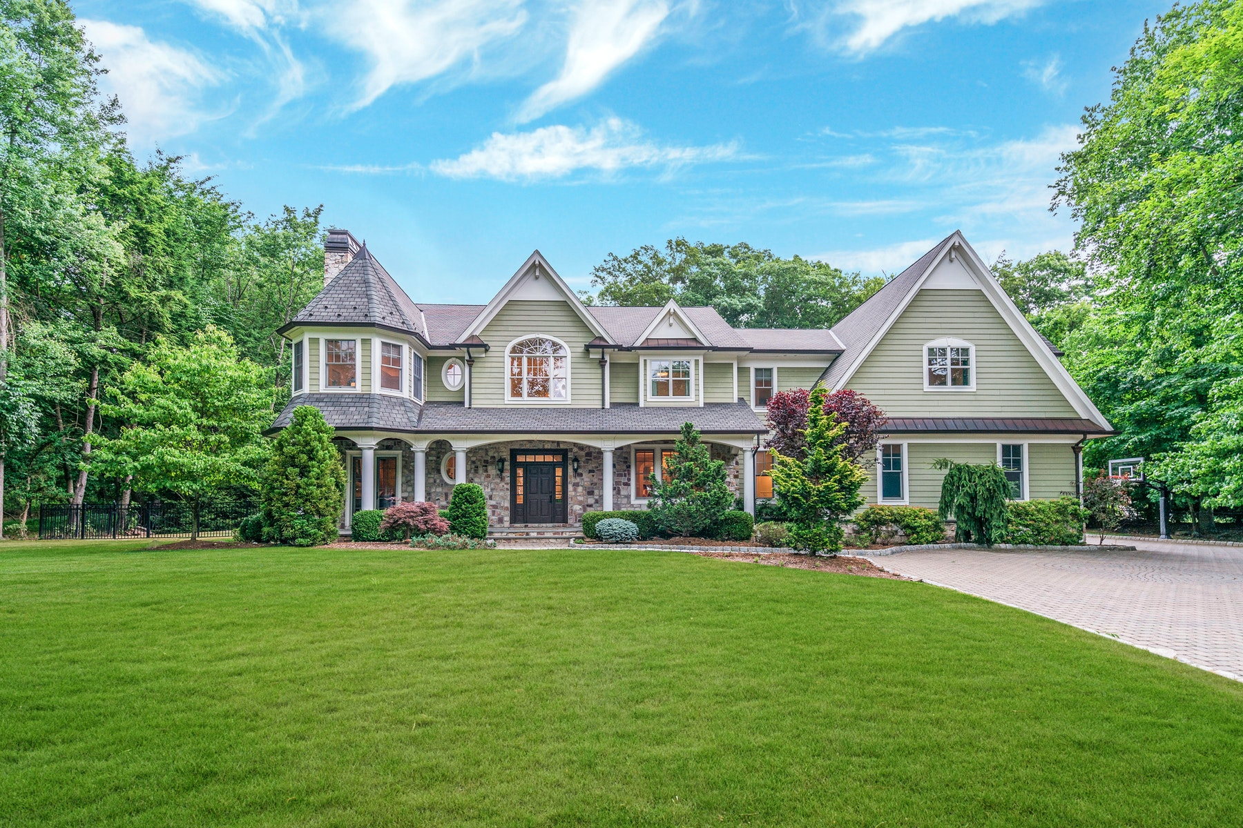 Single Family Homes vì Bán tại Allendale, New Jersey 07401 Hoa Kỳ