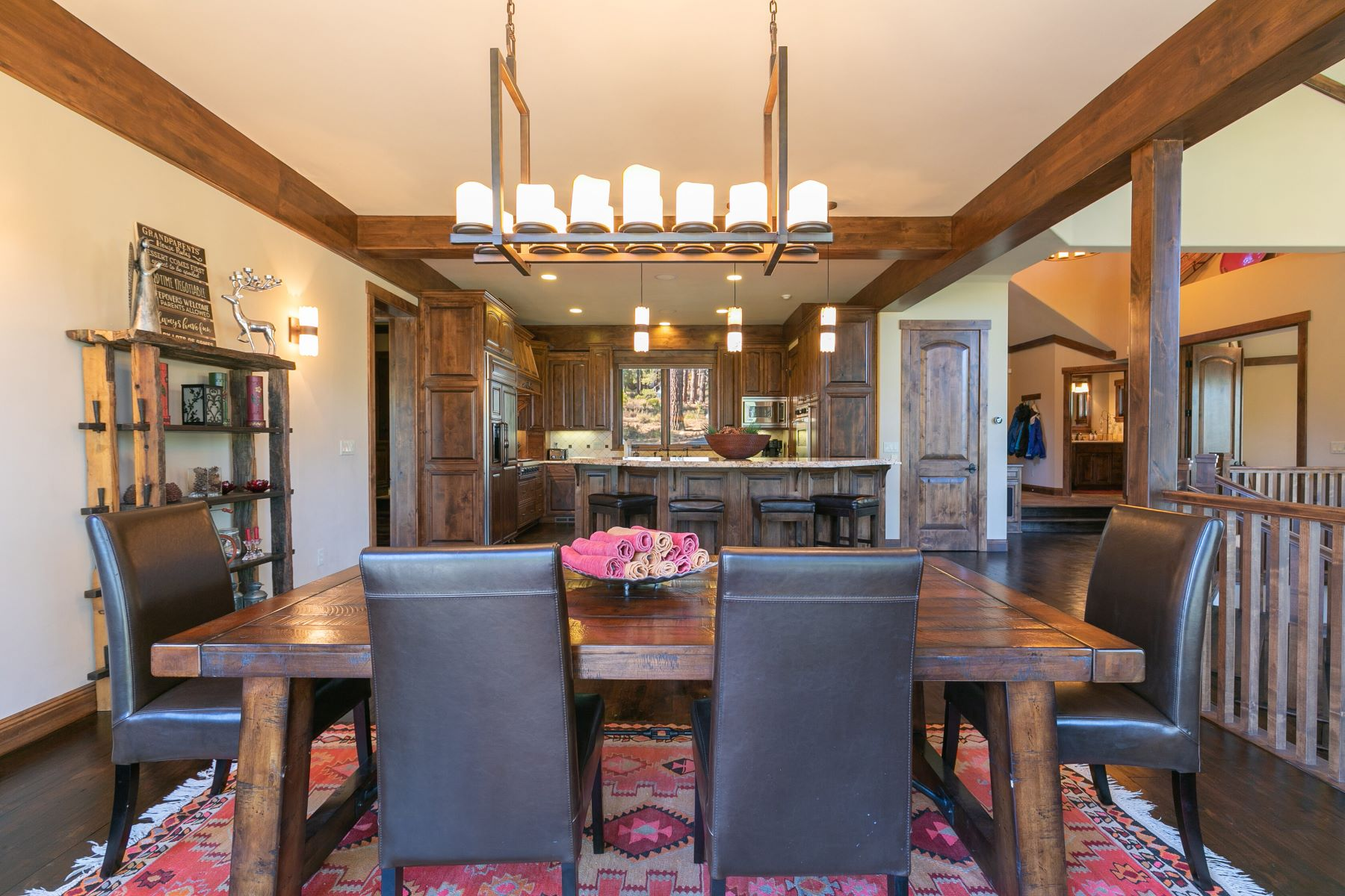 Additional photo for property listing at Timeless Custom Built Gray's Crossing Home 11491 Ghirard Road 特拉基, 加利福尼亚州 96161 美国