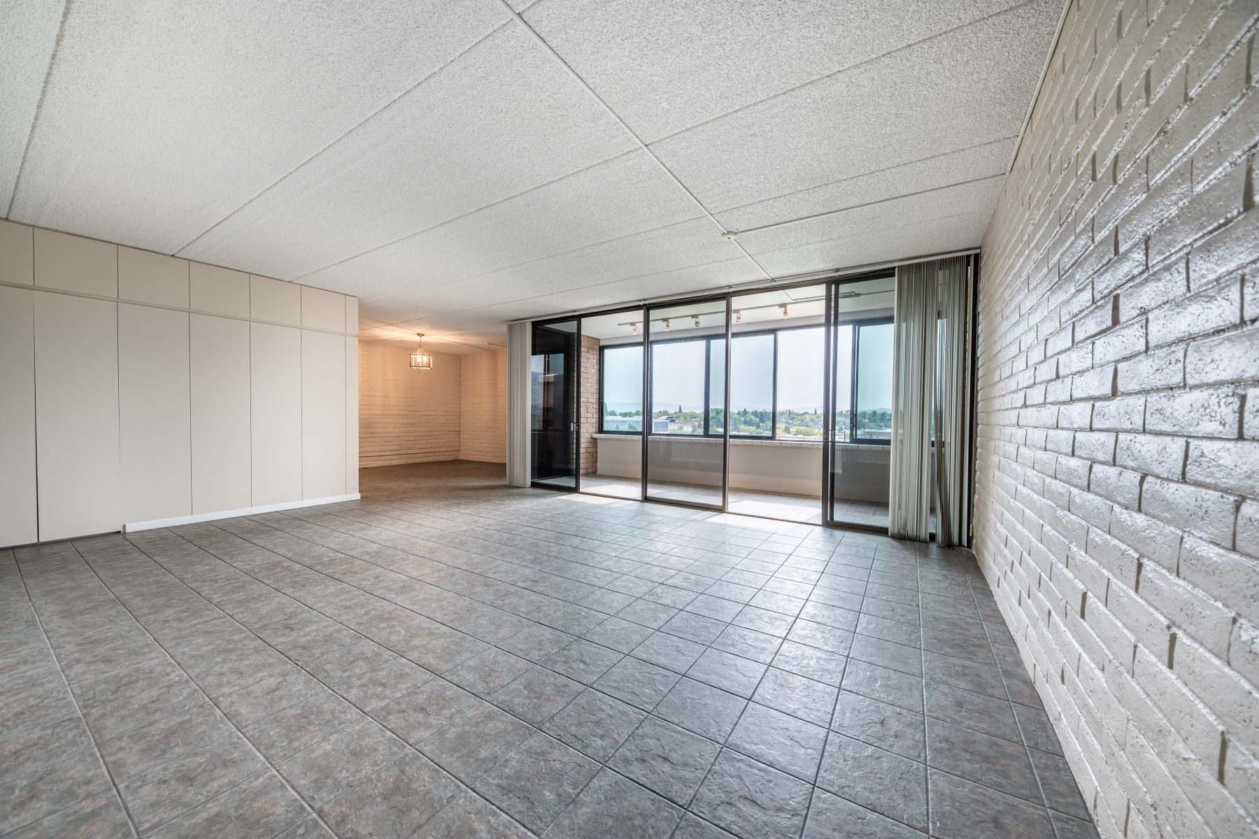 Additional photo for property listing at High Rise Condo with Views 1200 Riverside Drive #1295 Reno, Nevada 89503 United States