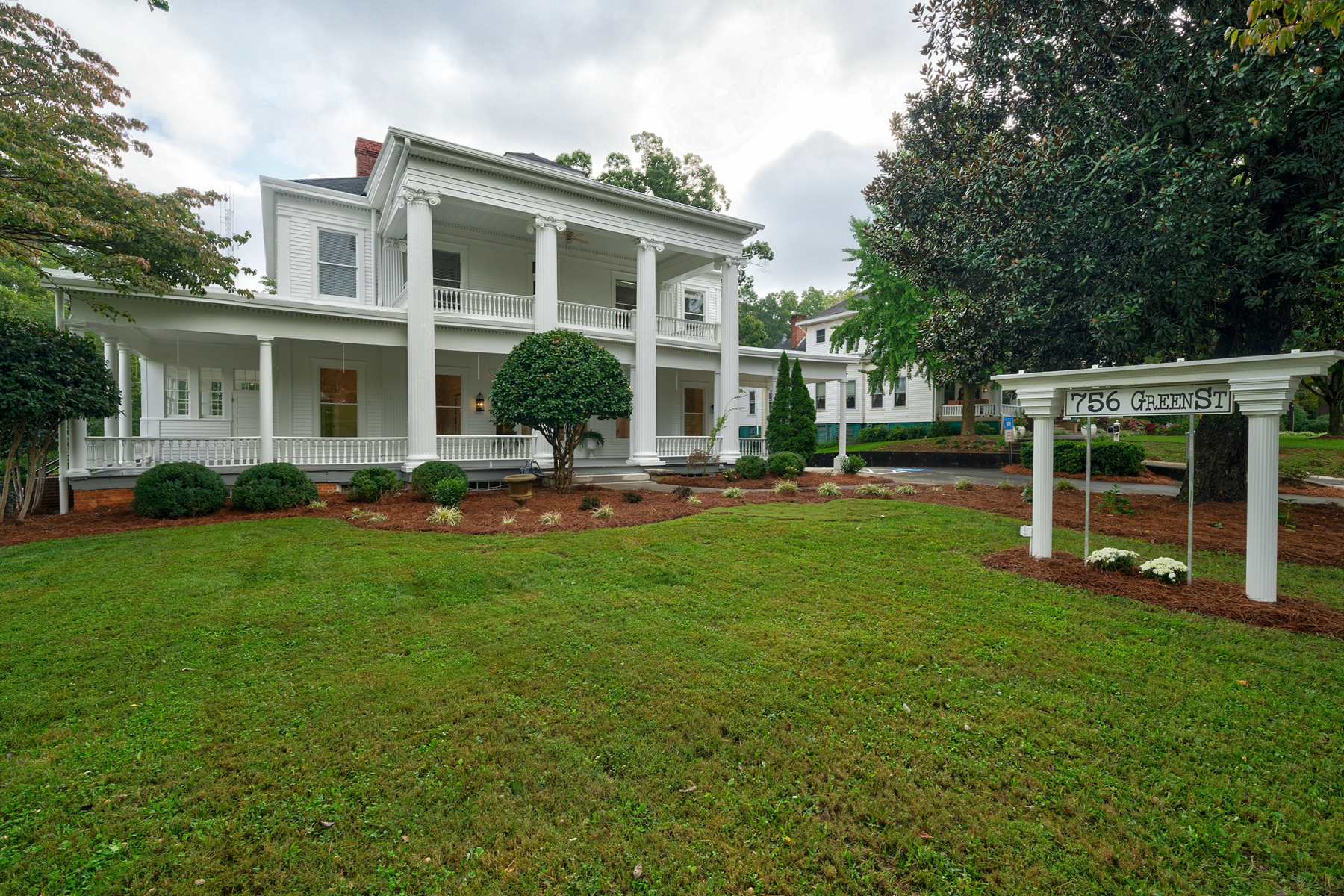 Single Family Homes por un Venta en Stunning 1912 Historic Masterpiece 756 Green Street NE, Gainesville, Georgia 30501 Estados Unidos