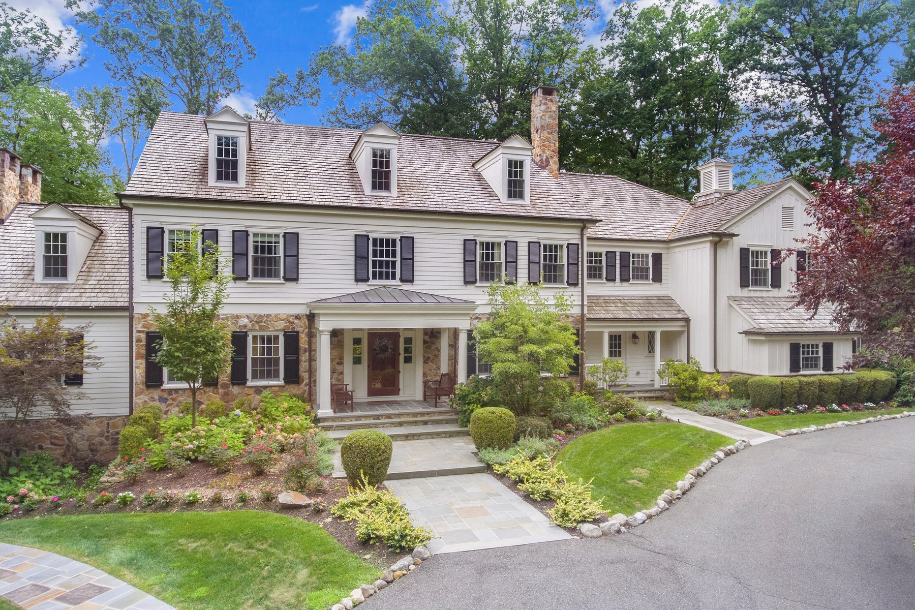 Single Family Homes للـ Sale في Perfect In Every Way! 10 Hawthorne, Essex Fells, New Jersey 07021 United States