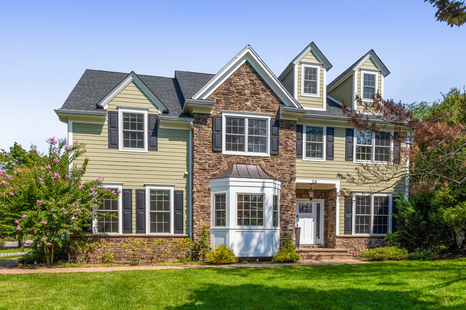 Single Family Homes vì Bán tại This Impressive Colonial Has it All! 26 Briarwood Road, Florham Park, New Jersey 07932 Hoa Kỳ